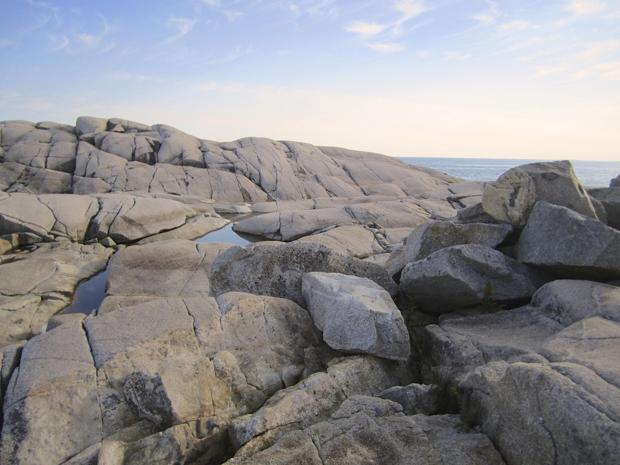 Peggy's Cove Rocks by gerry.lewicki