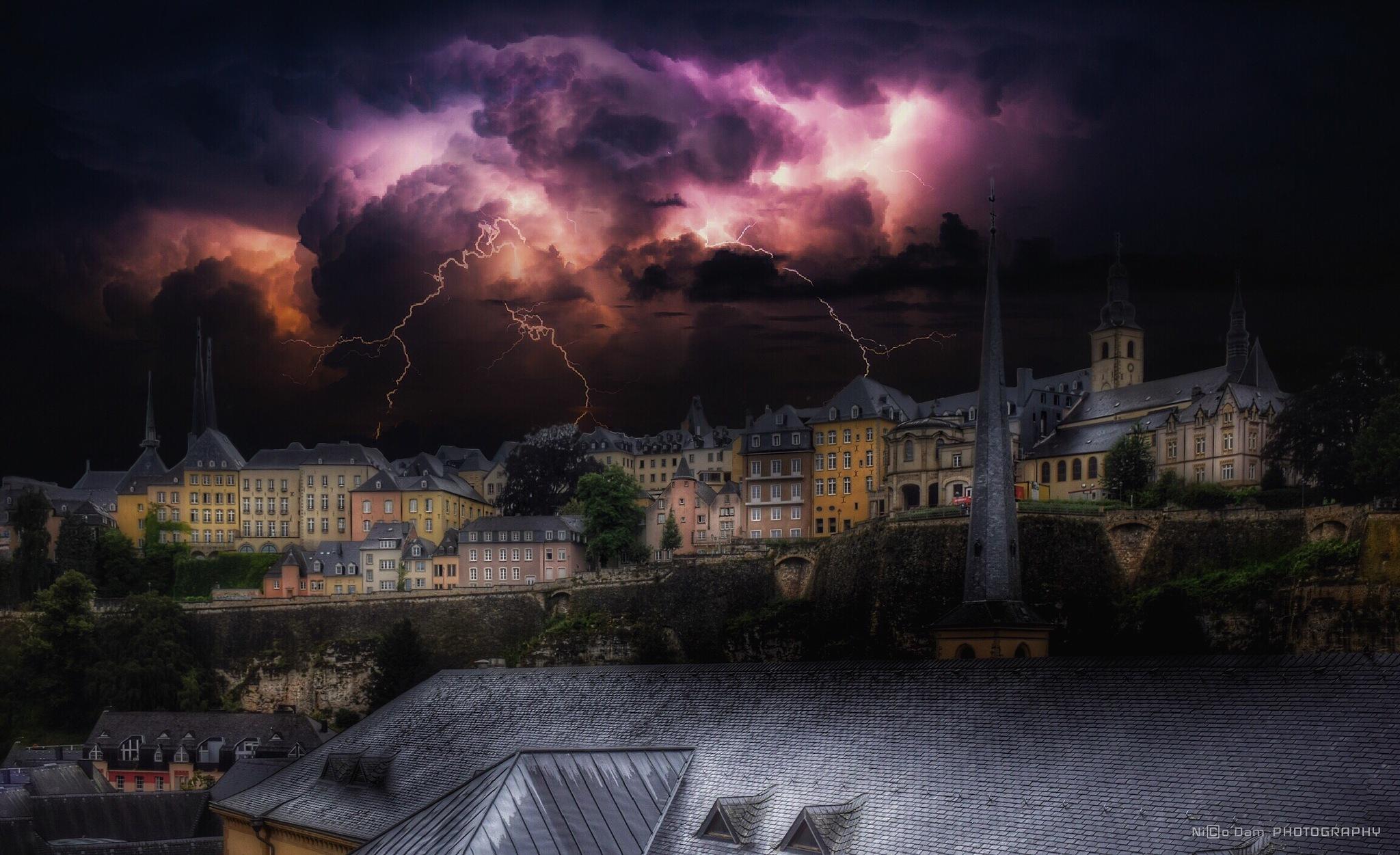 heavy lightning  by Nico Dam