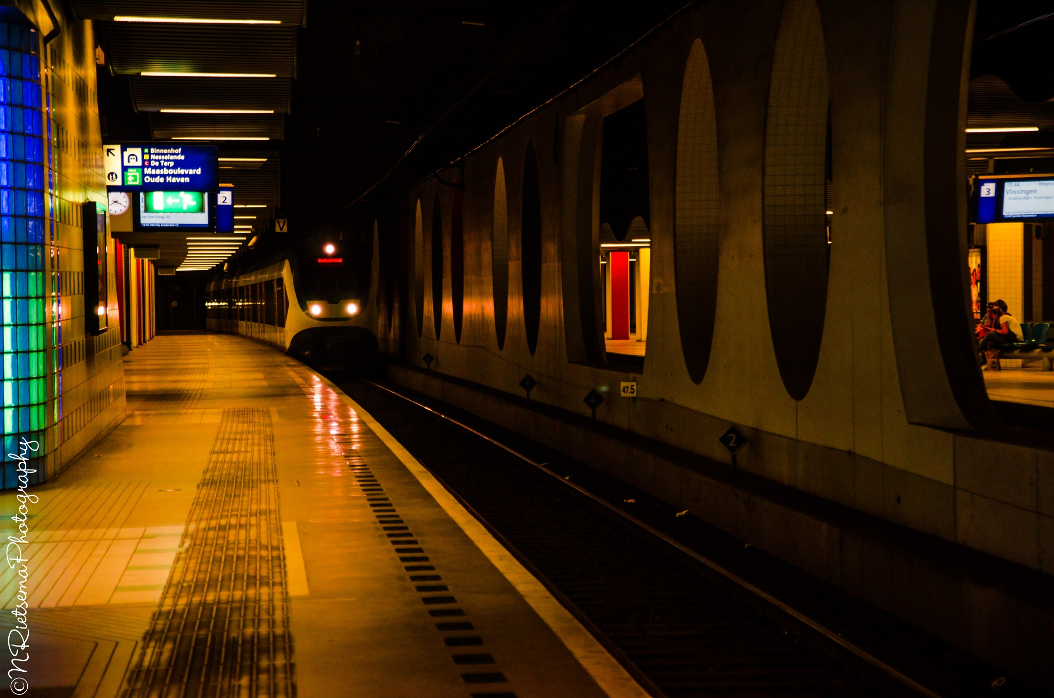Ondergronds station... by NiaR