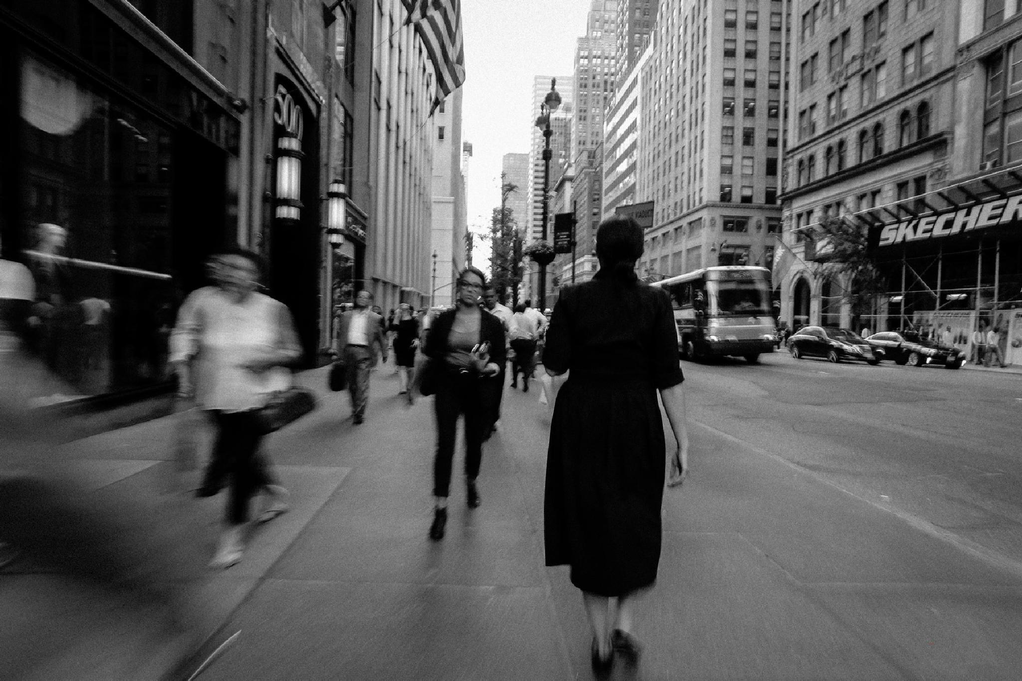 Walking in New York by giovannicasalefotografo