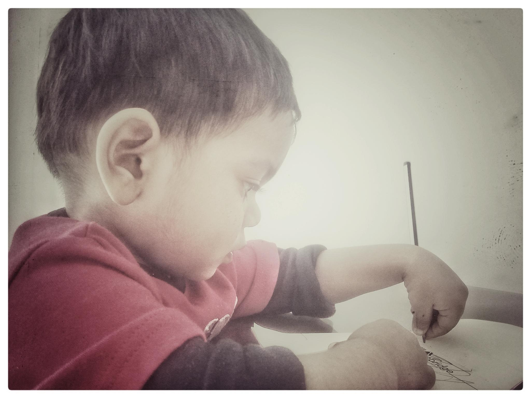 Photo in People #first #writing #kidd #boy #focus #sharp