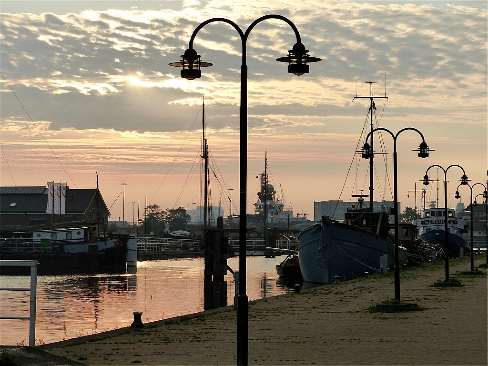 Early in the morning at Willemsoord, Den Helder (Netherlands) by patrick vischschraper