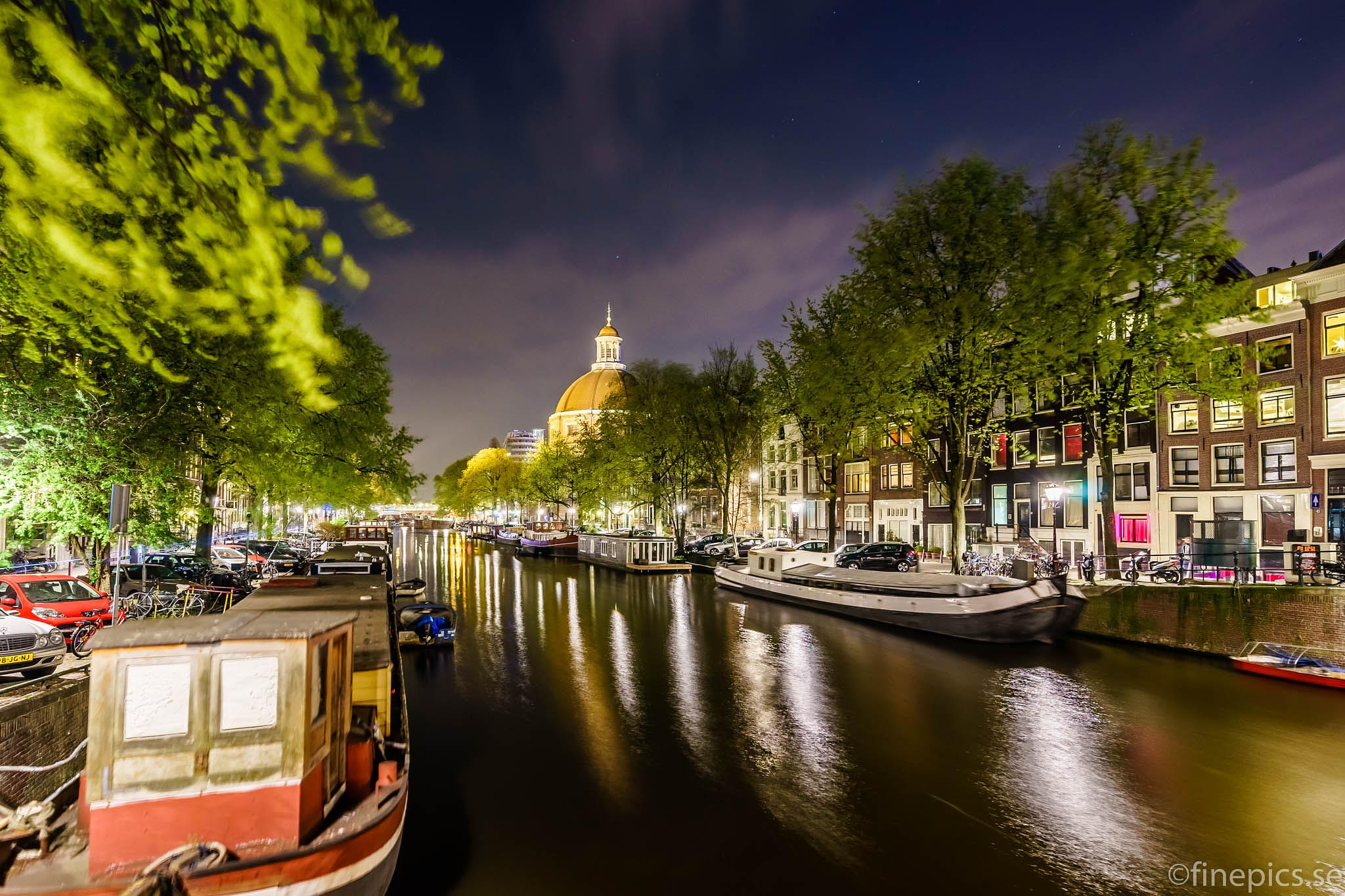 Another picture from the Amsterdam canals. by Johan Bergenstråhle