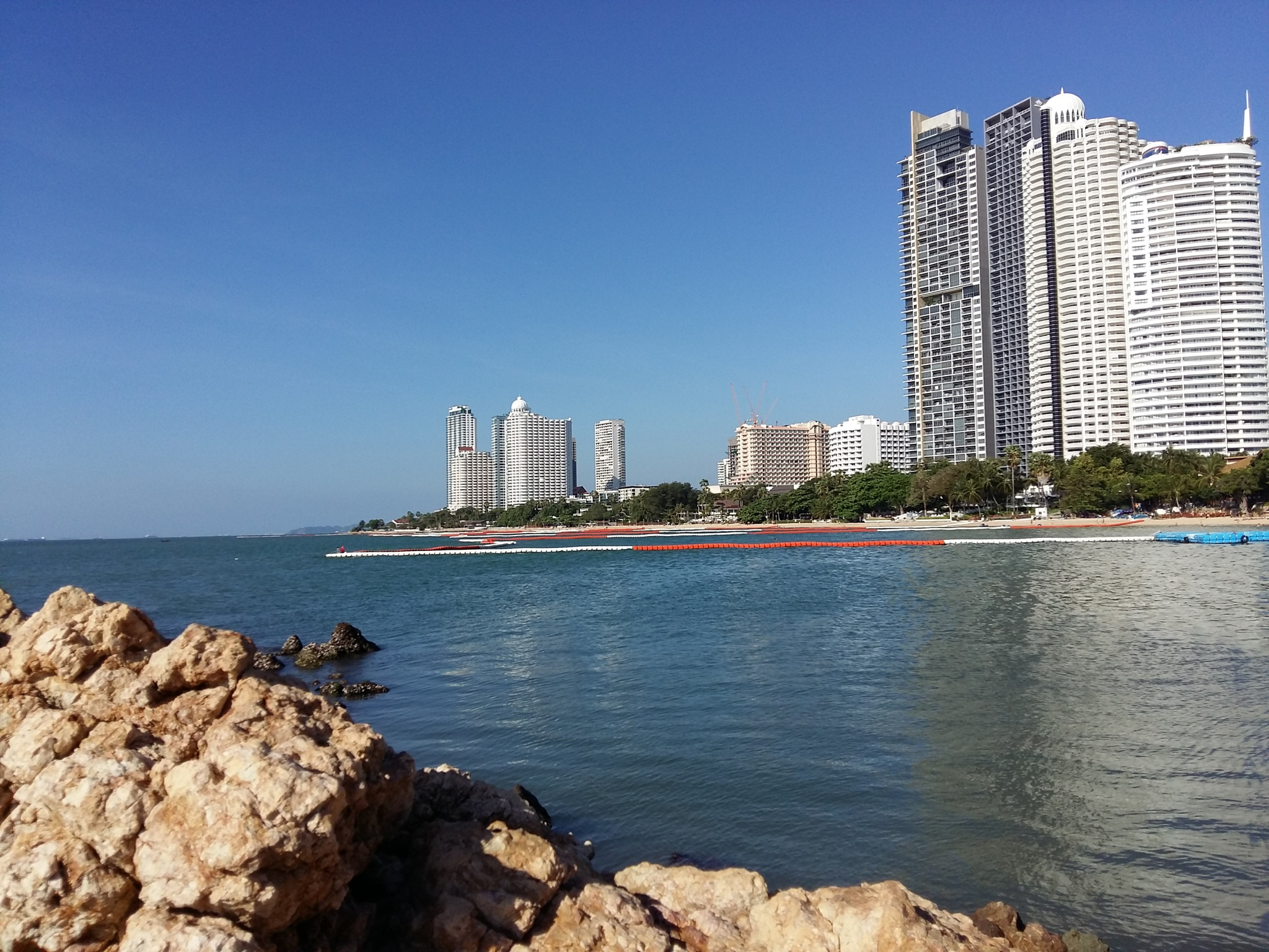 look at pattaya  by ajkroon