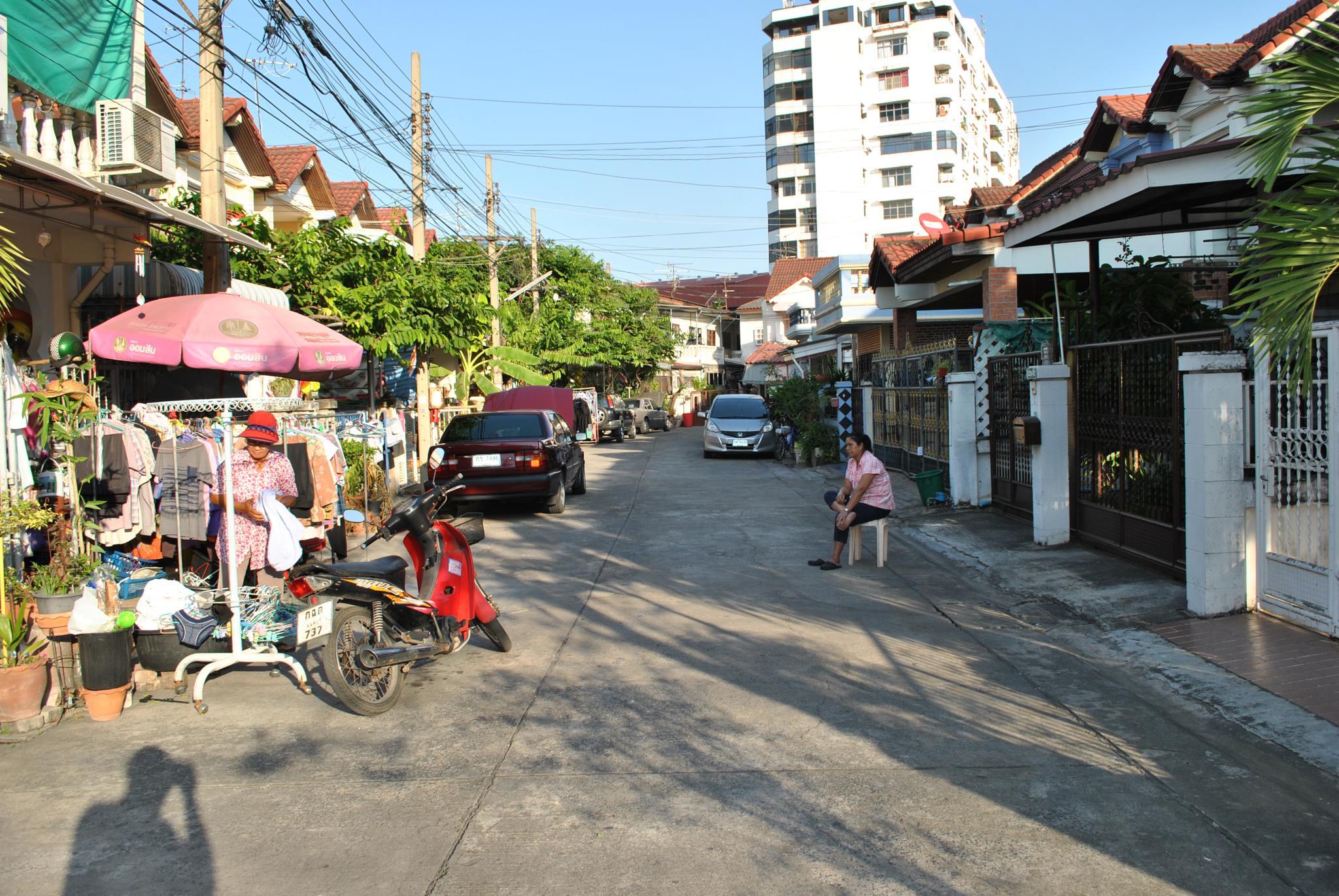 Street at Bangkok by ajkroon