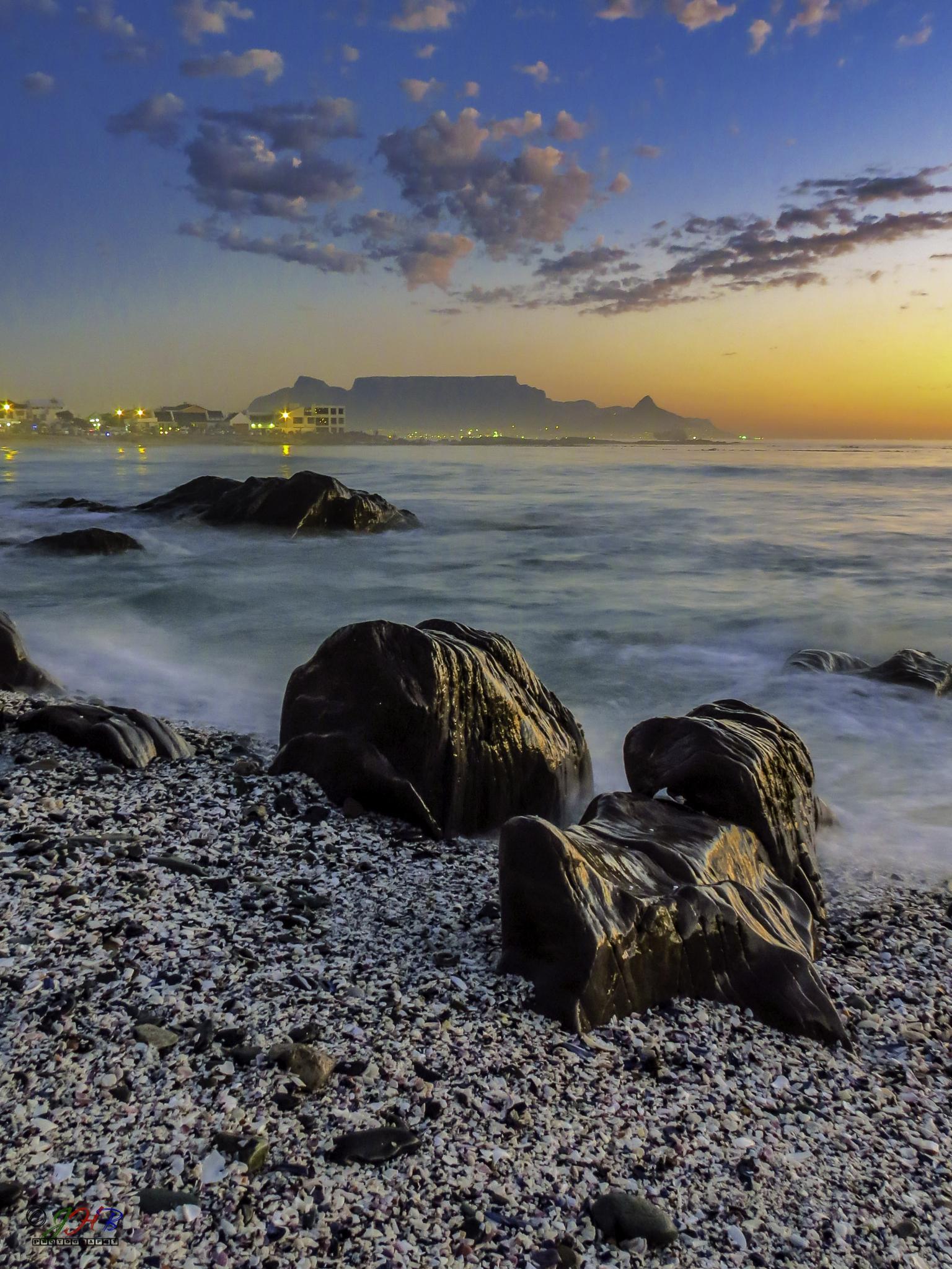 Sunset Cape Town by barringtonjh