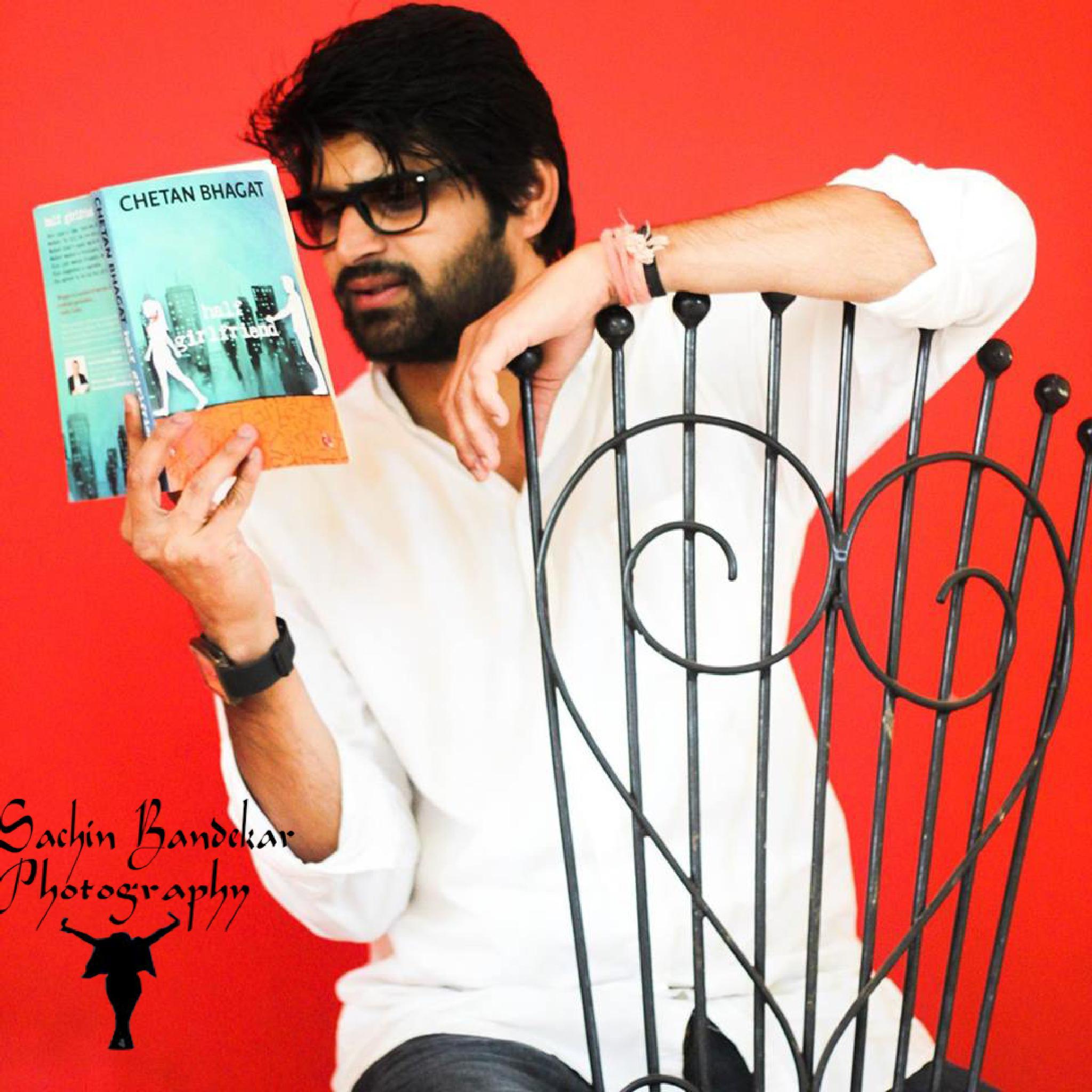 HaLF GiRLfRiEnD - I am tALkiNg ABt thE BooK  by Sachin Bandekar