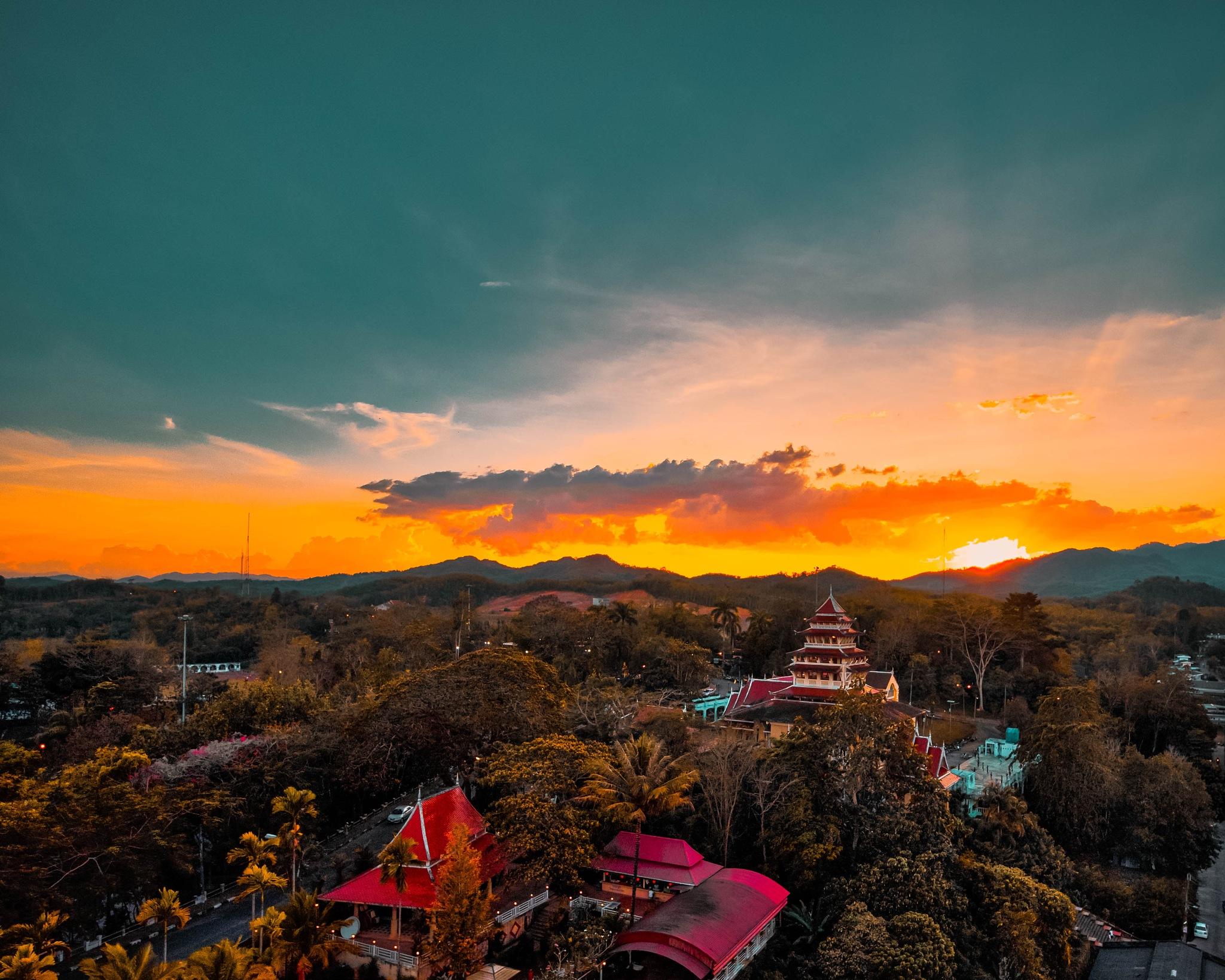 Sunset, Betong, Thailand by Kelvin ZyTeng