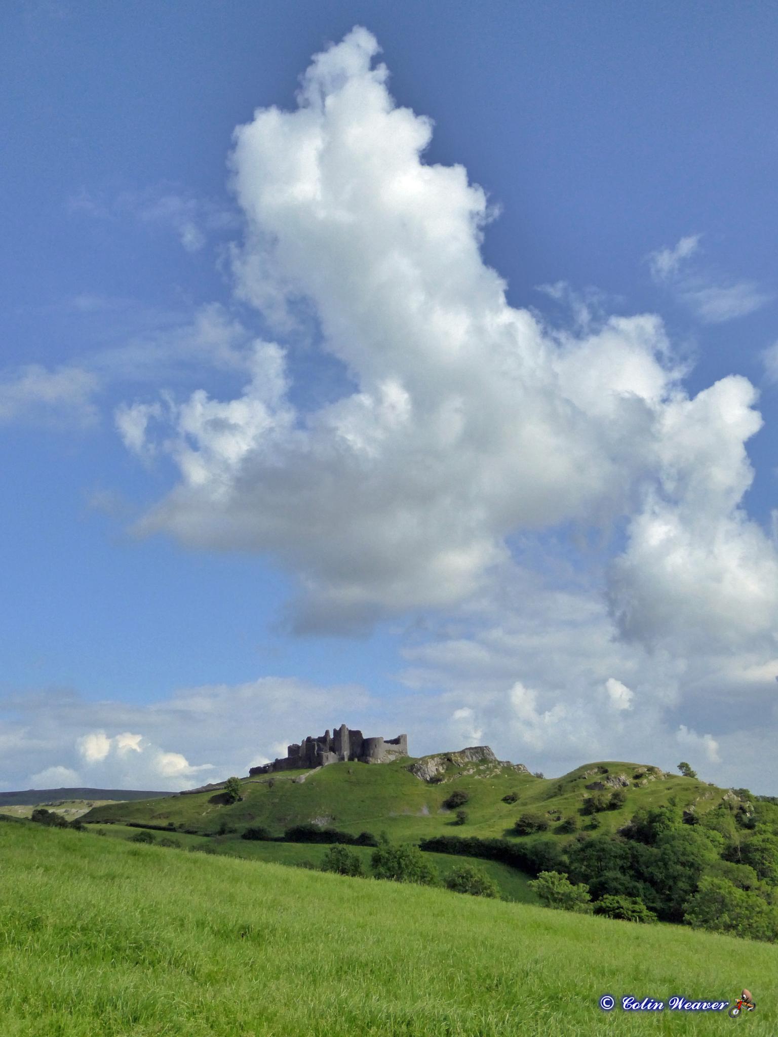 Carreg Cennan Clouds by cln.wvr