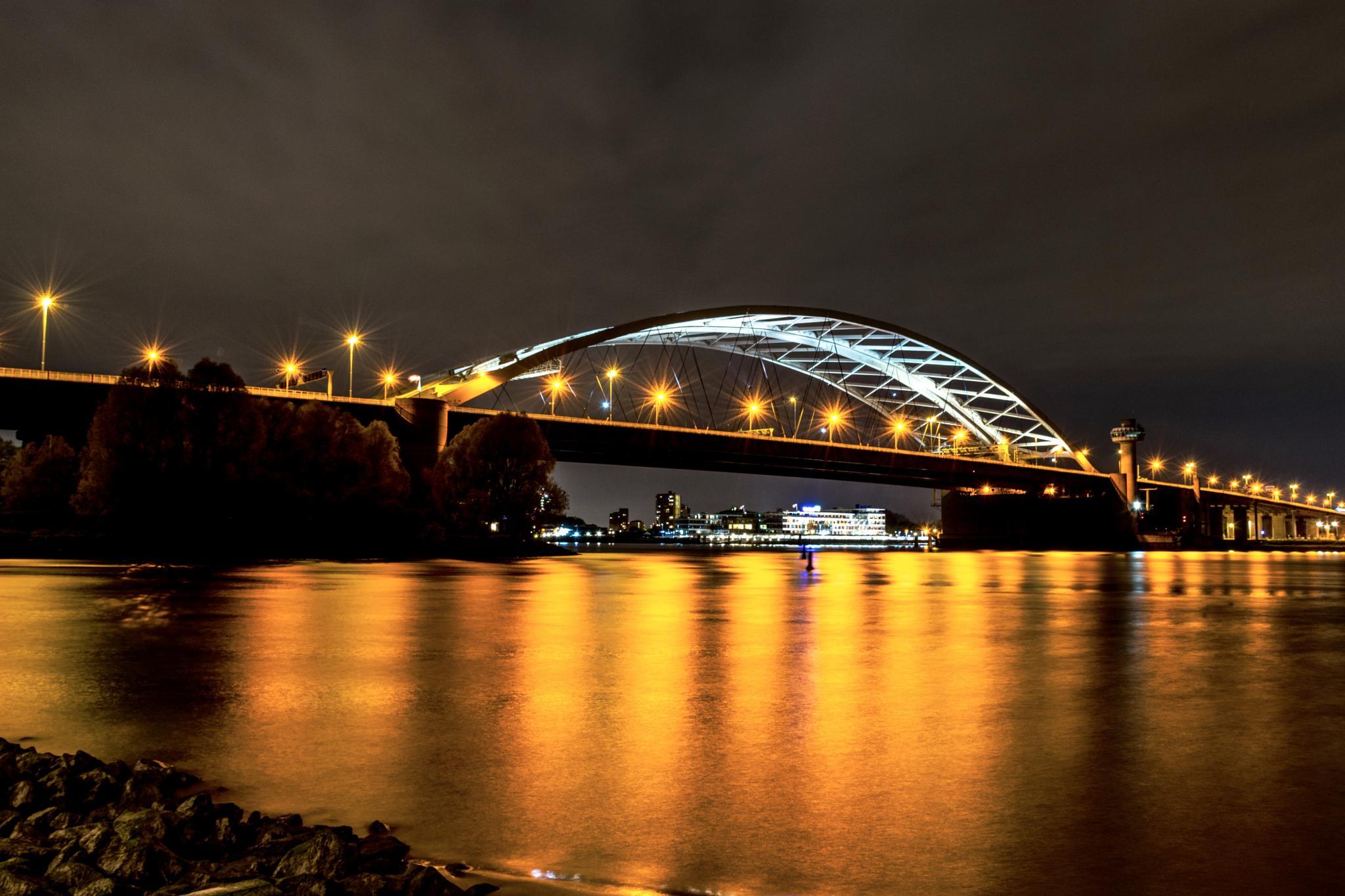 Van Brienenoord bridge by night. by Niels Dam