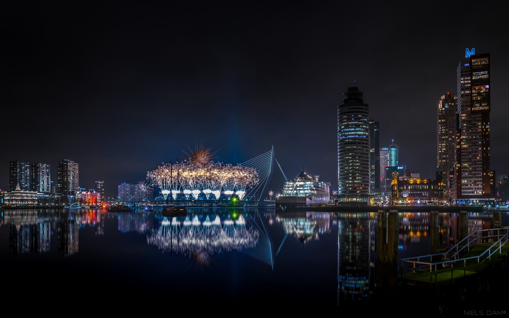 2016 National Fireworks Rotterdam. by Niels Dam