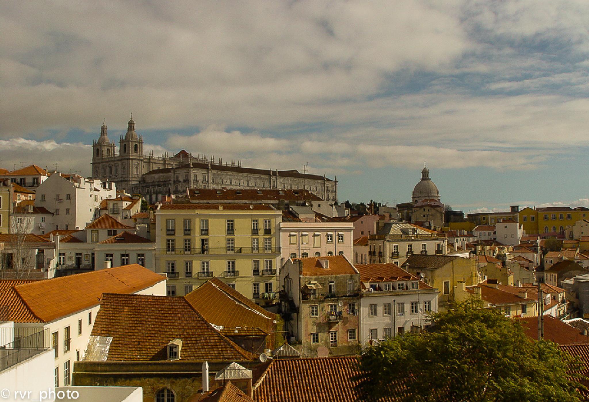Barrio Alfama - Lisboa by Rafael