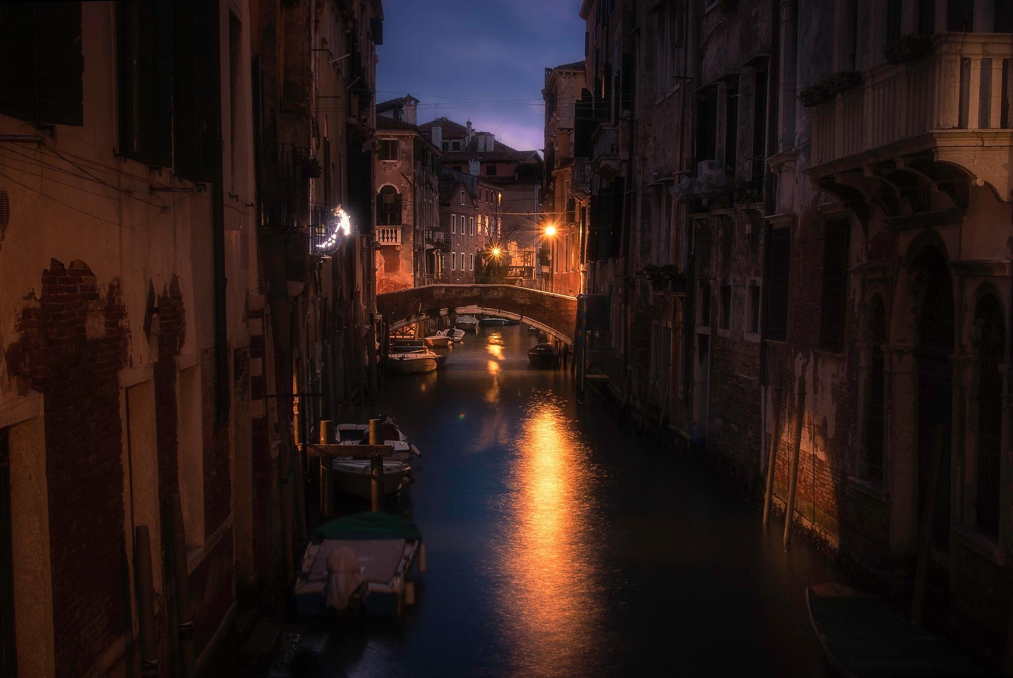 Venetian paths 81(Ponte del fontego) by mauriziofecchio