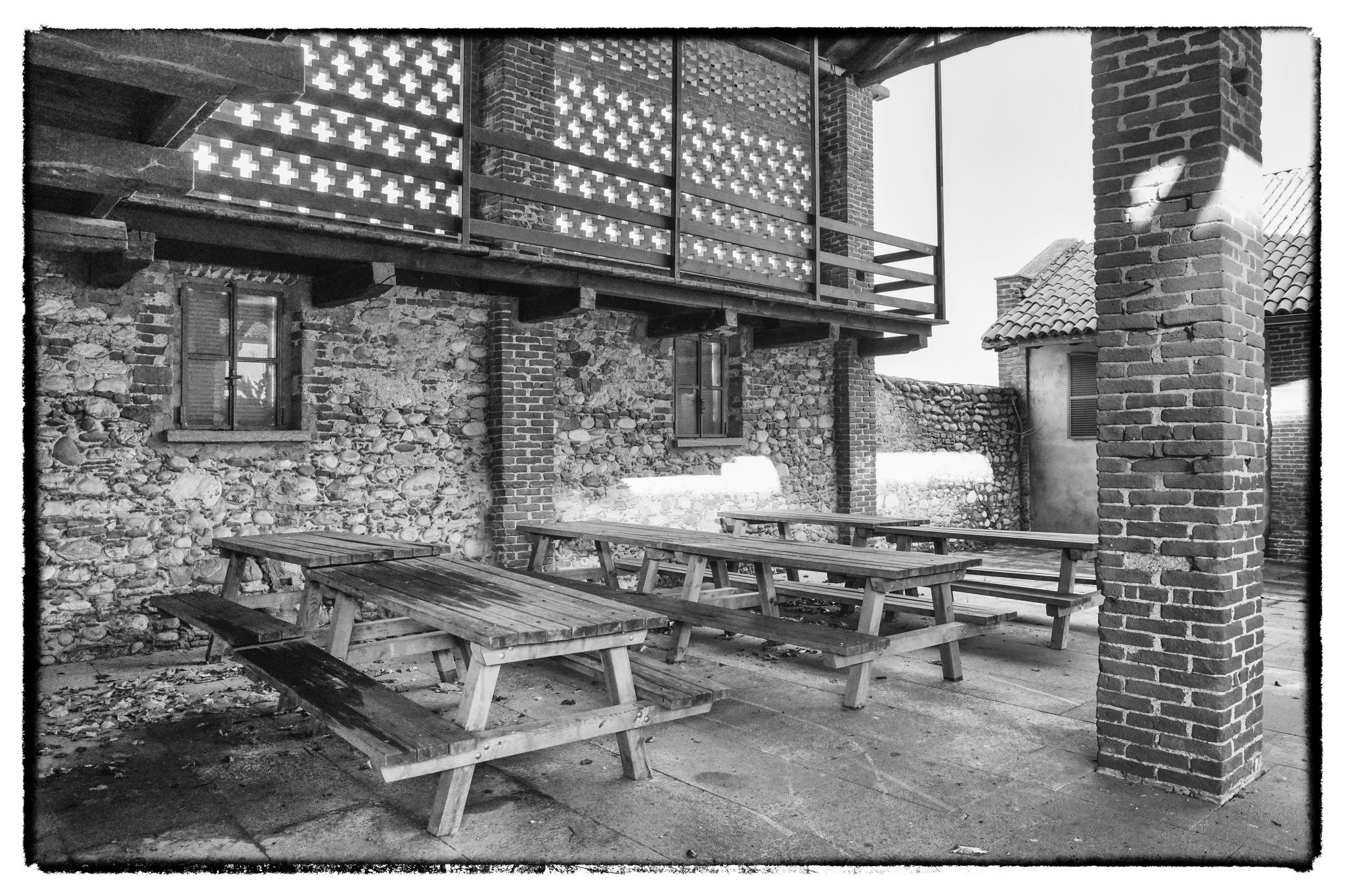 tavoli sotto al porticato by bcorech