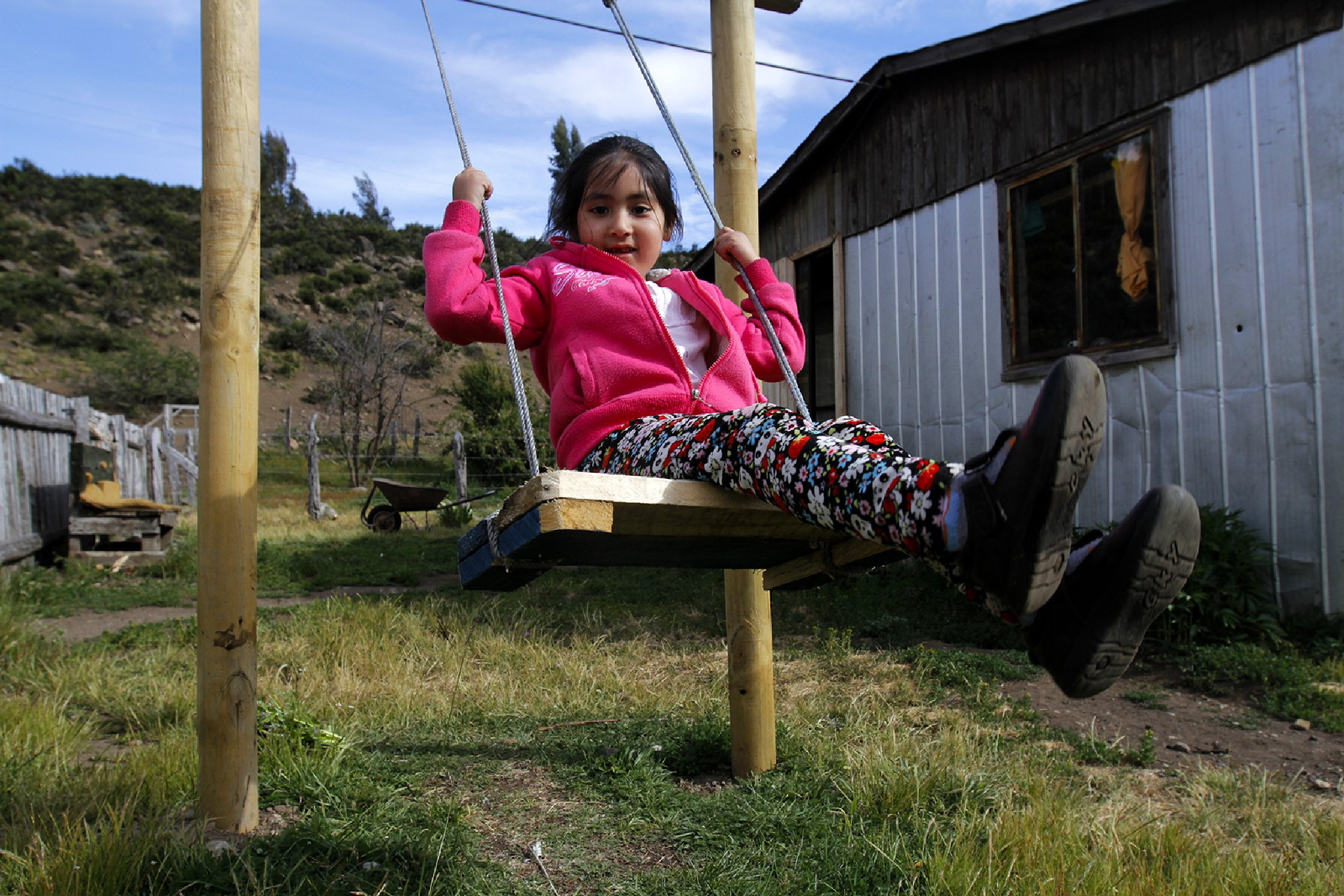 Pewenche girl enjoying her swing - Niña pewenche disfrutando su columpio by rolooyarzun