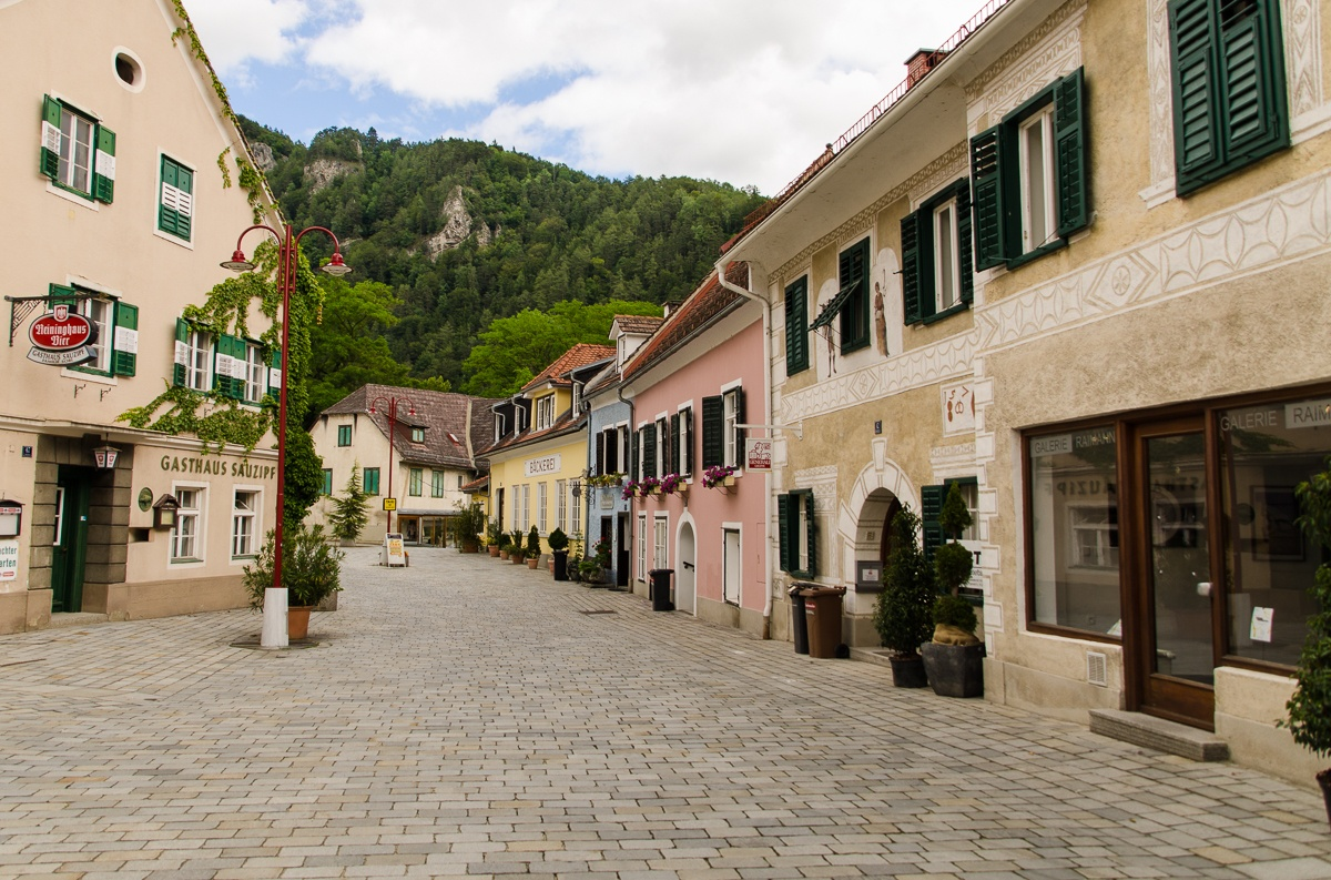 Lunchtime - Austrian Village by exptown