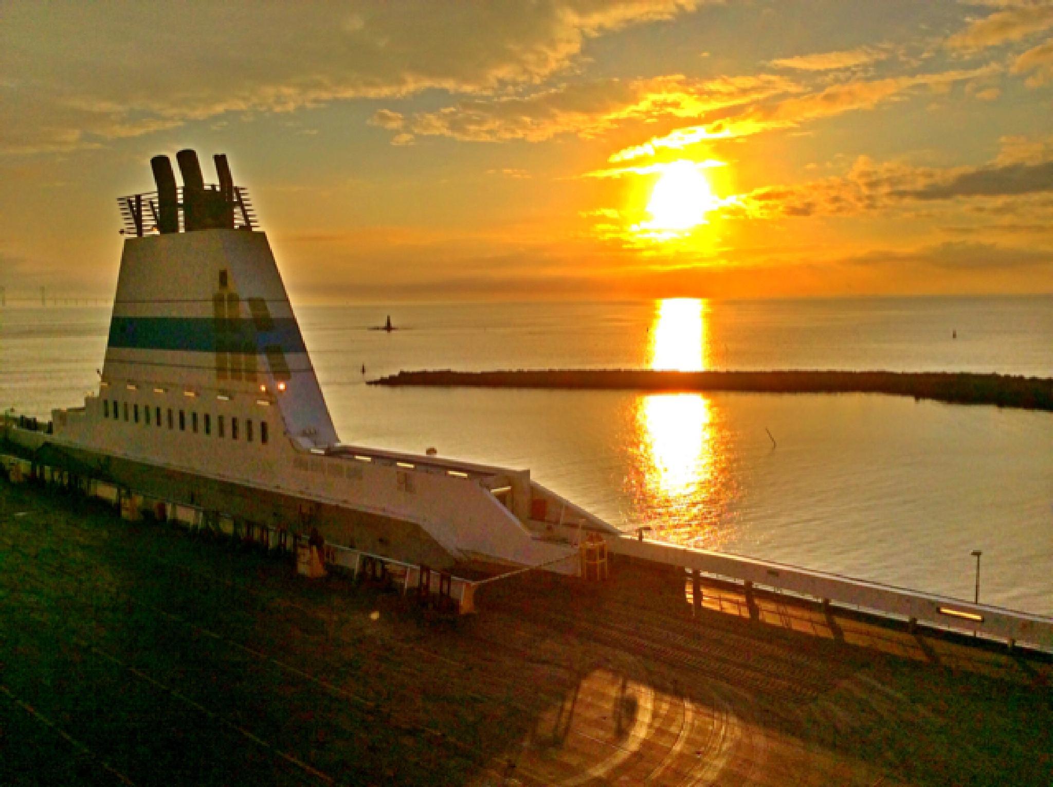 Glowing Sunset by Johan Meding