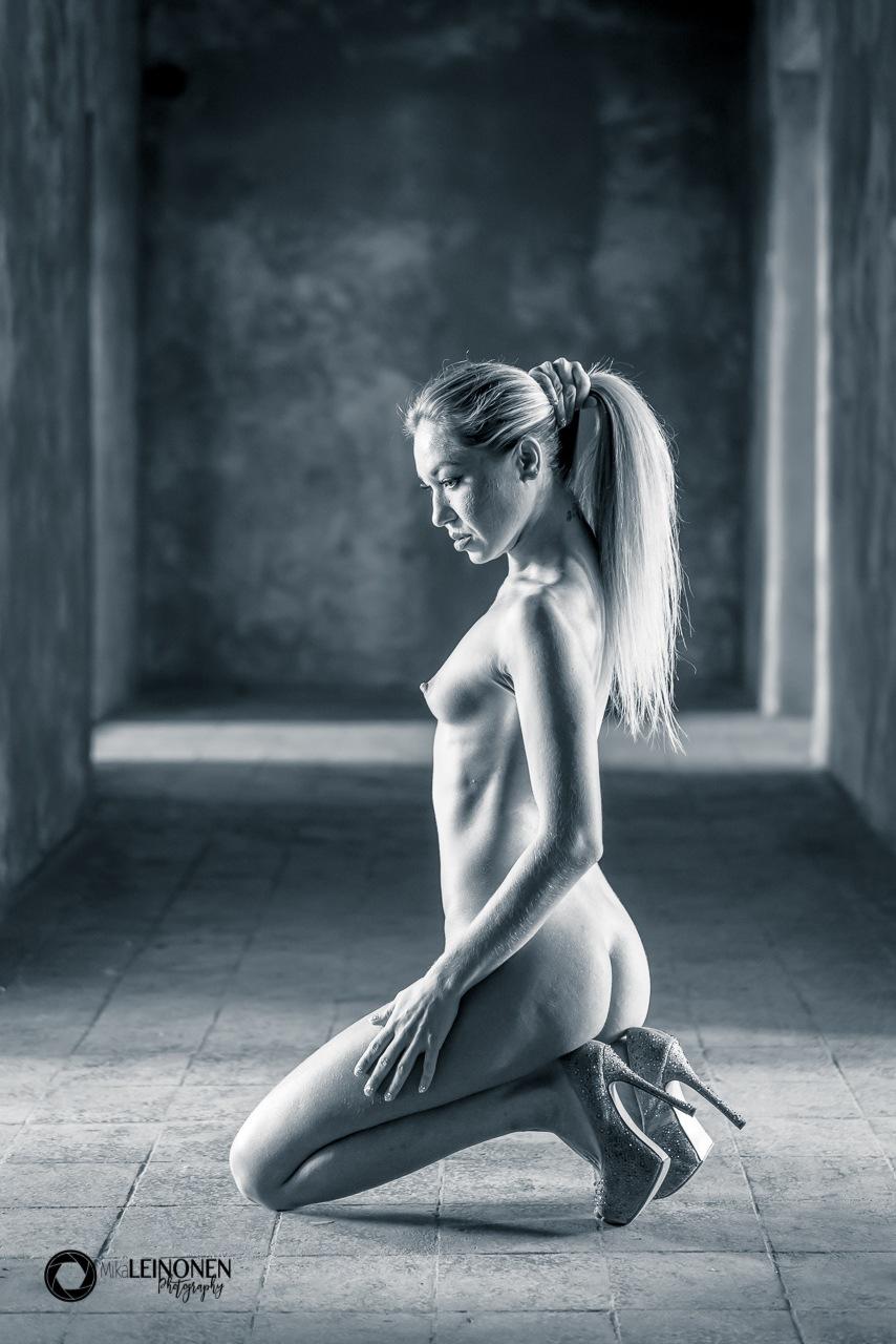 Woman / PH141 by Mika eL