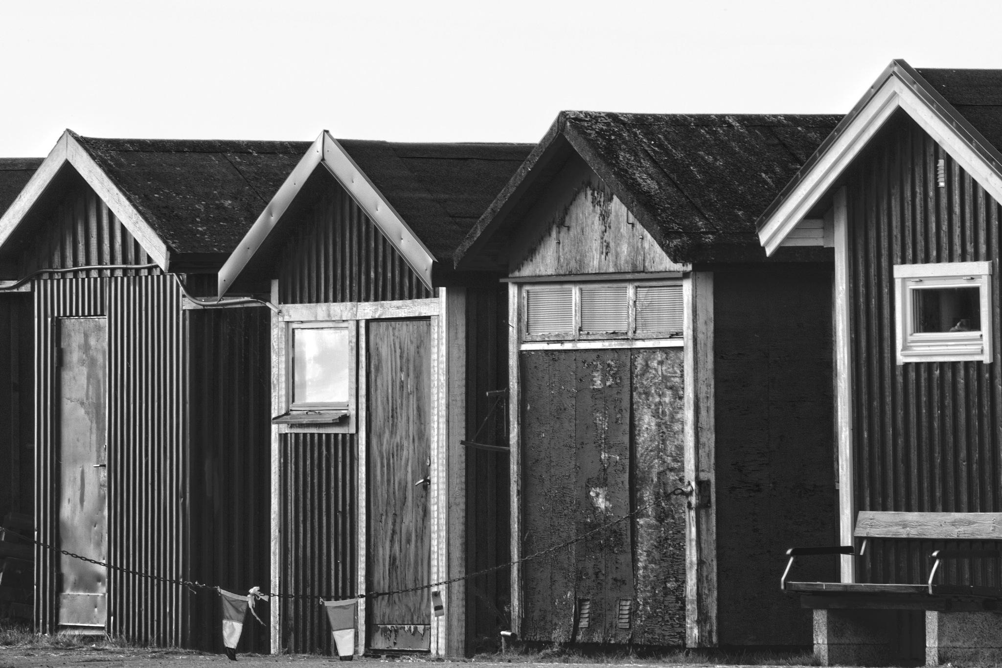 Fishing hut by AvieW