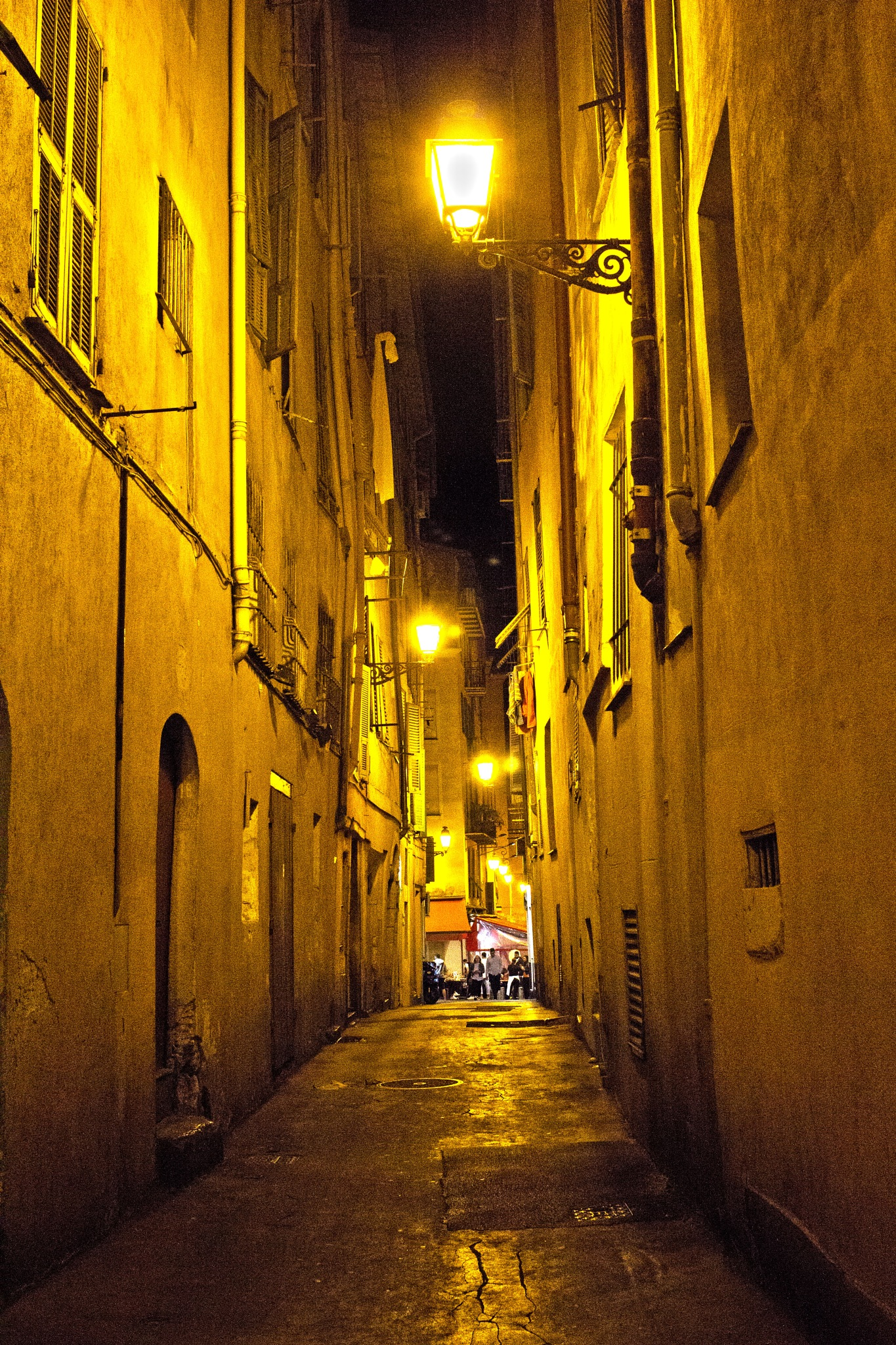 Night in old town by AvieW