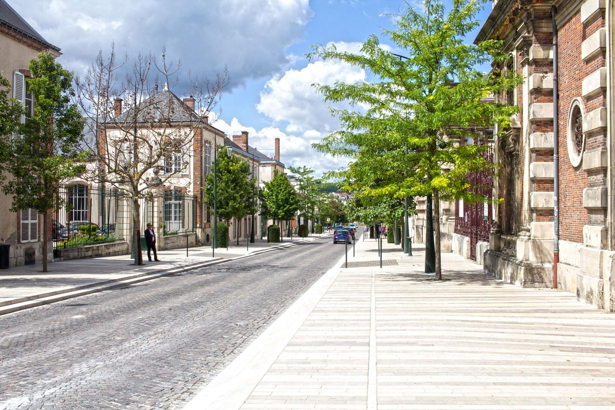 Avenue de Champagne by AvieW