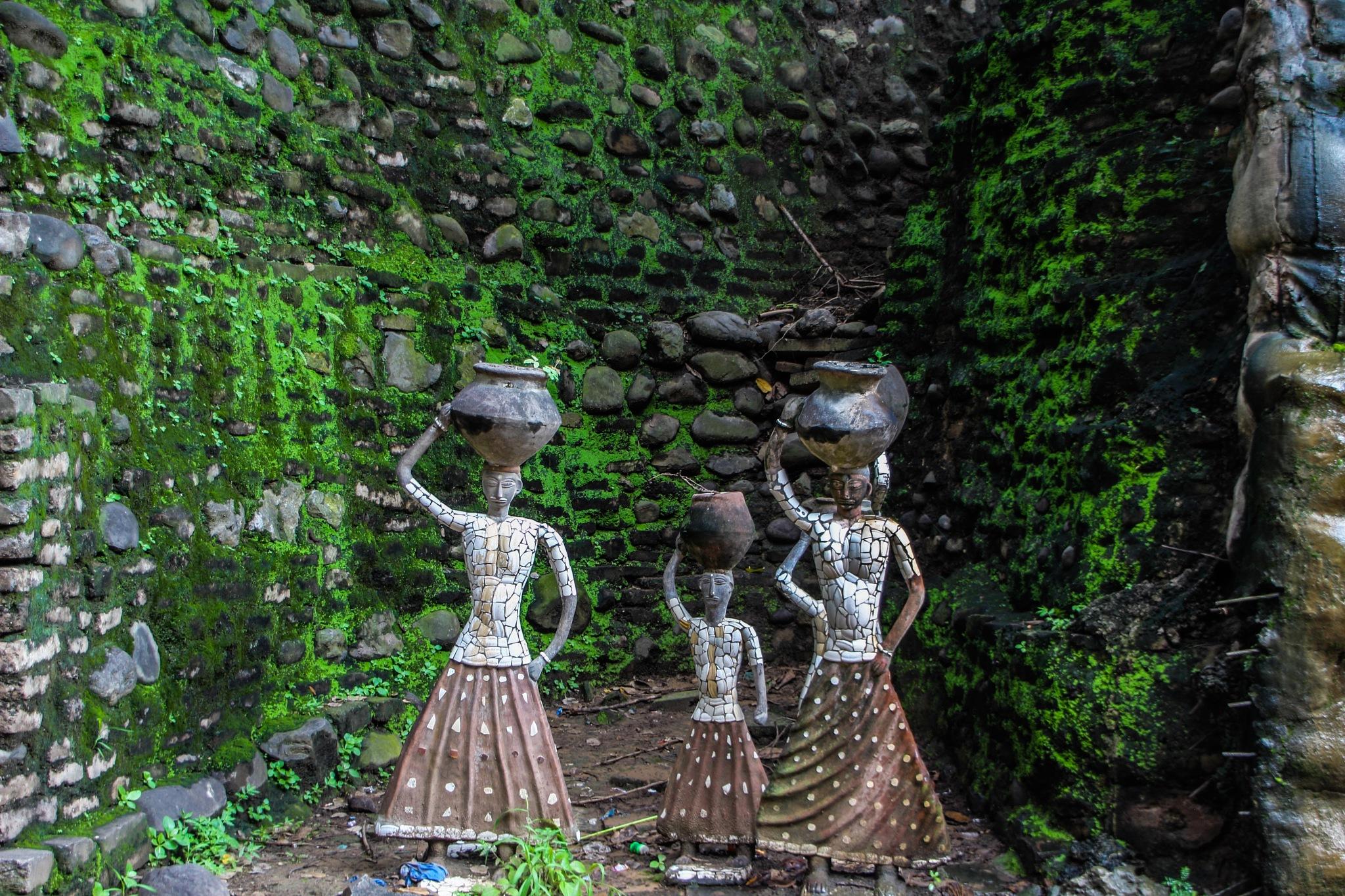 Three ladies by peakman