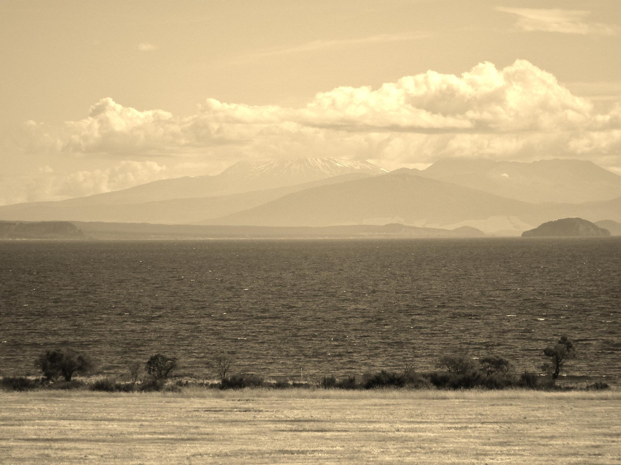 Taupo and Tongariro by andy.morrow.315