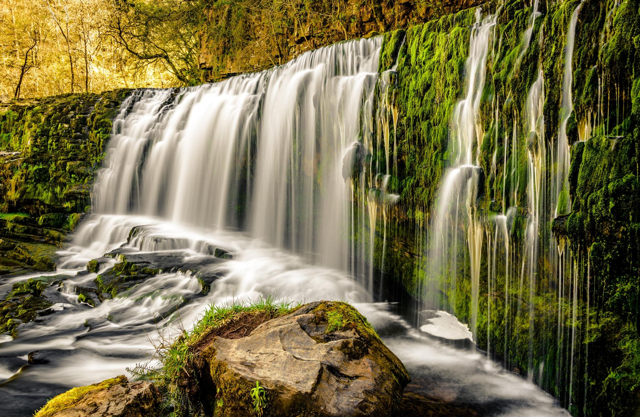 sgwd isaf clun gwyn waterfall by David Carpenter