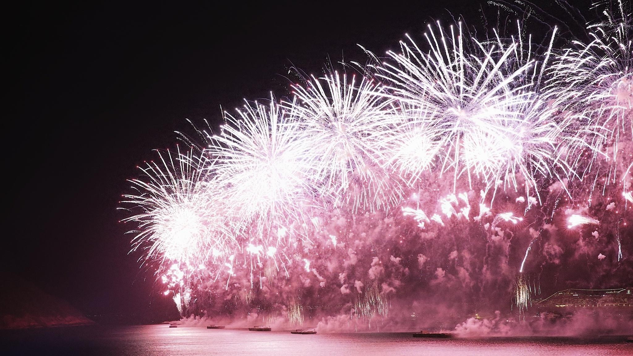 Fireworks - Copacabana - Rio by Steen Jensen / www.sjfoto.dk