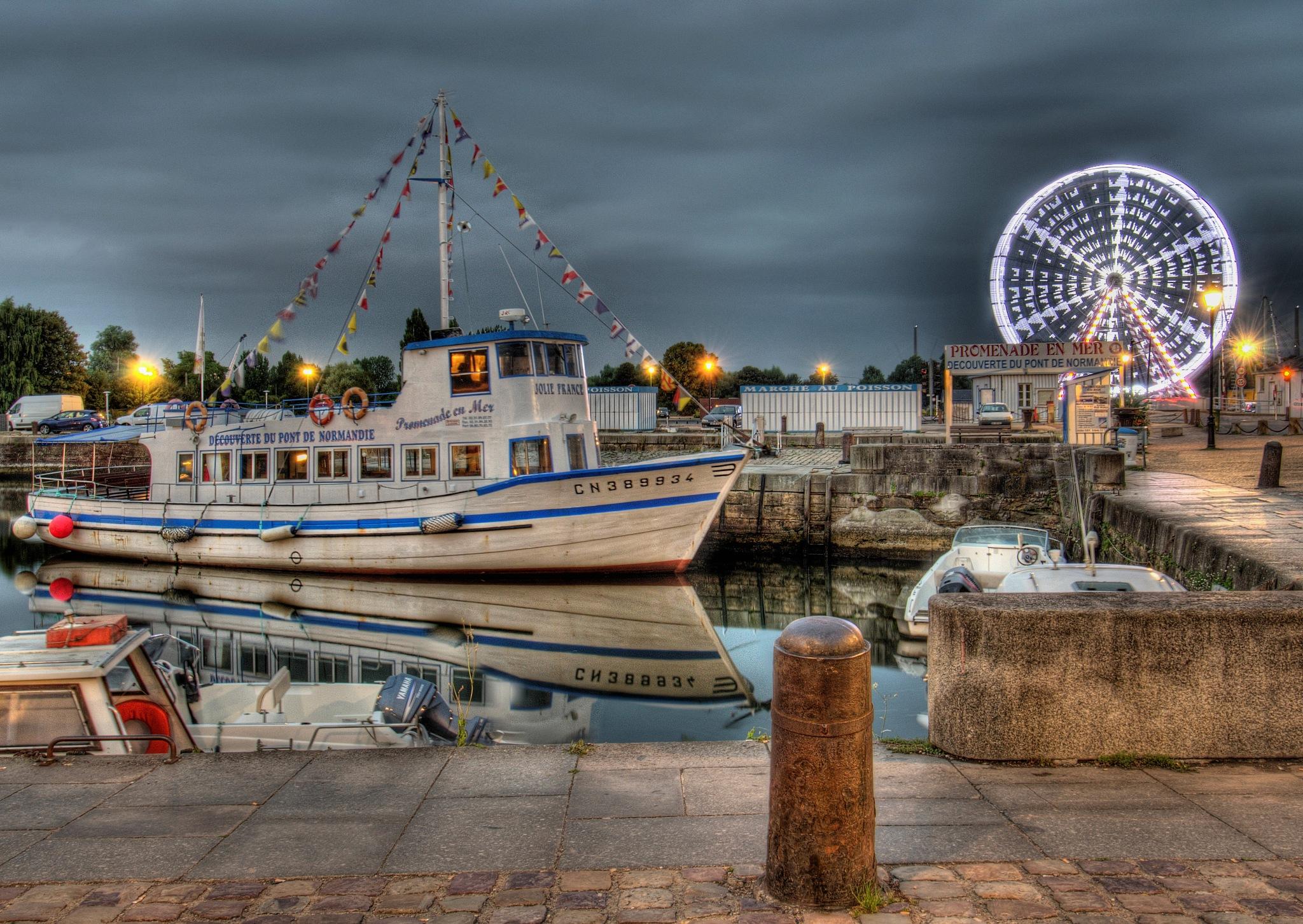 Boat and Wheel  by yawazzuk