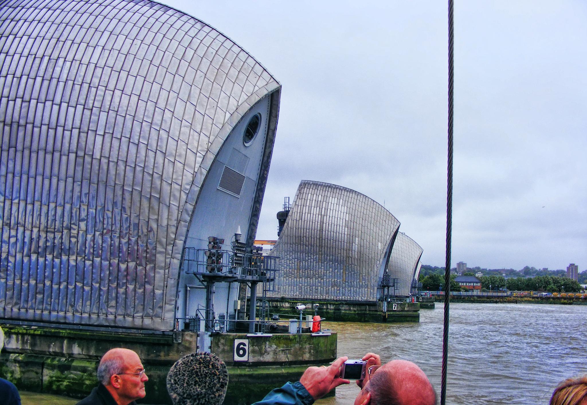 Thames flood barrier  by keve E