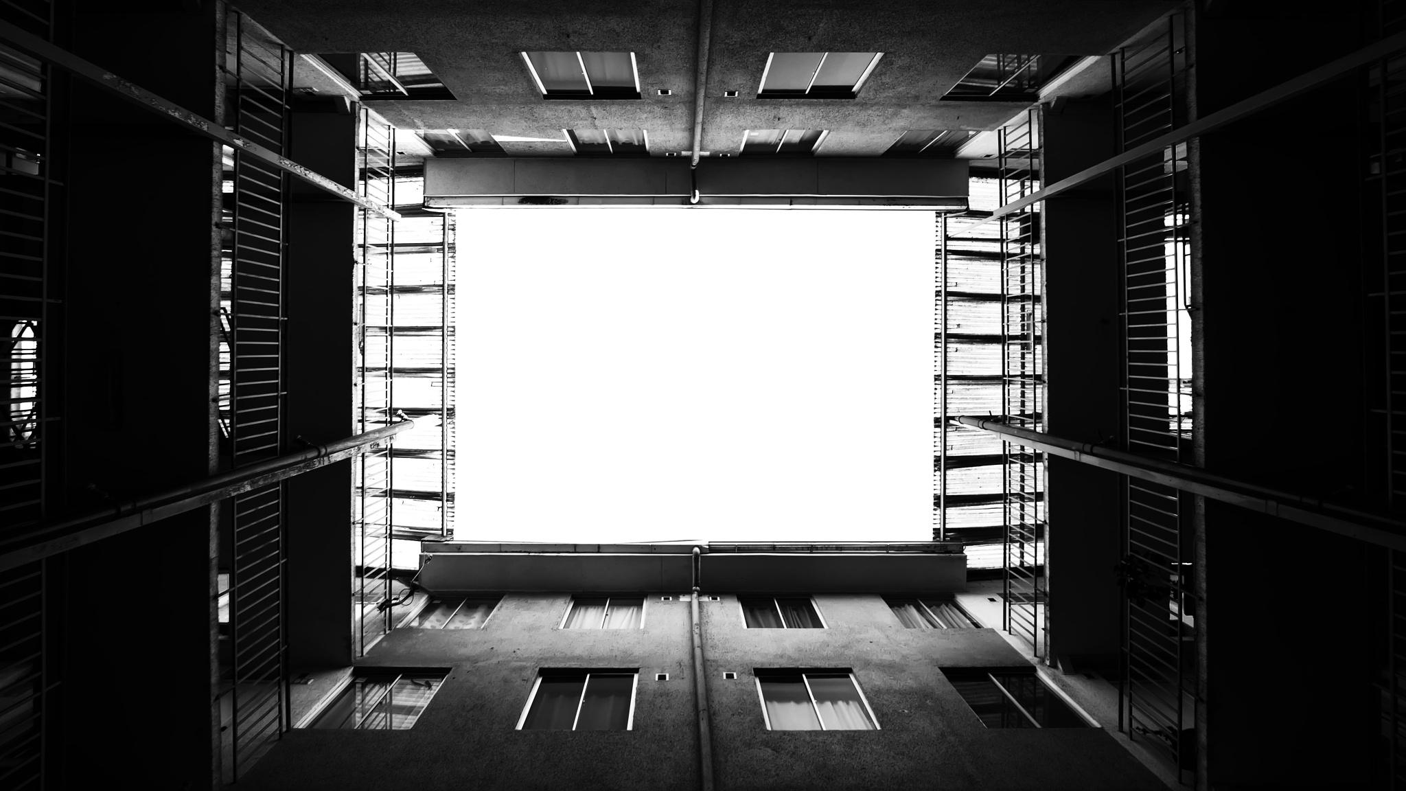 dos pisos hasta la luz by cristian.negrus