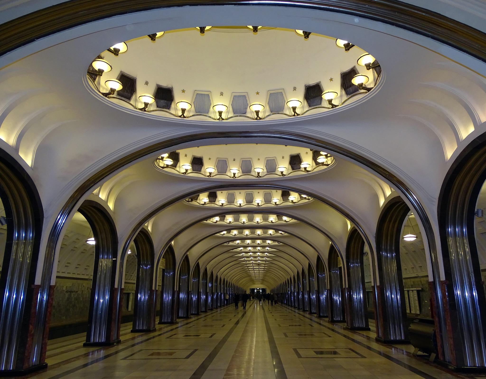 Metro by Mariëlla van der Lans-Schosswald