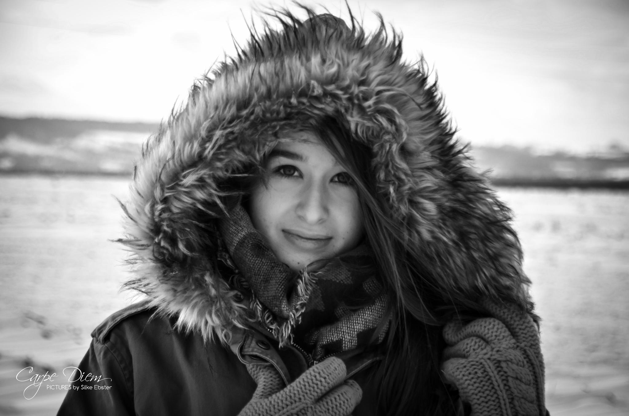 snowprincess b&w by silkeebster