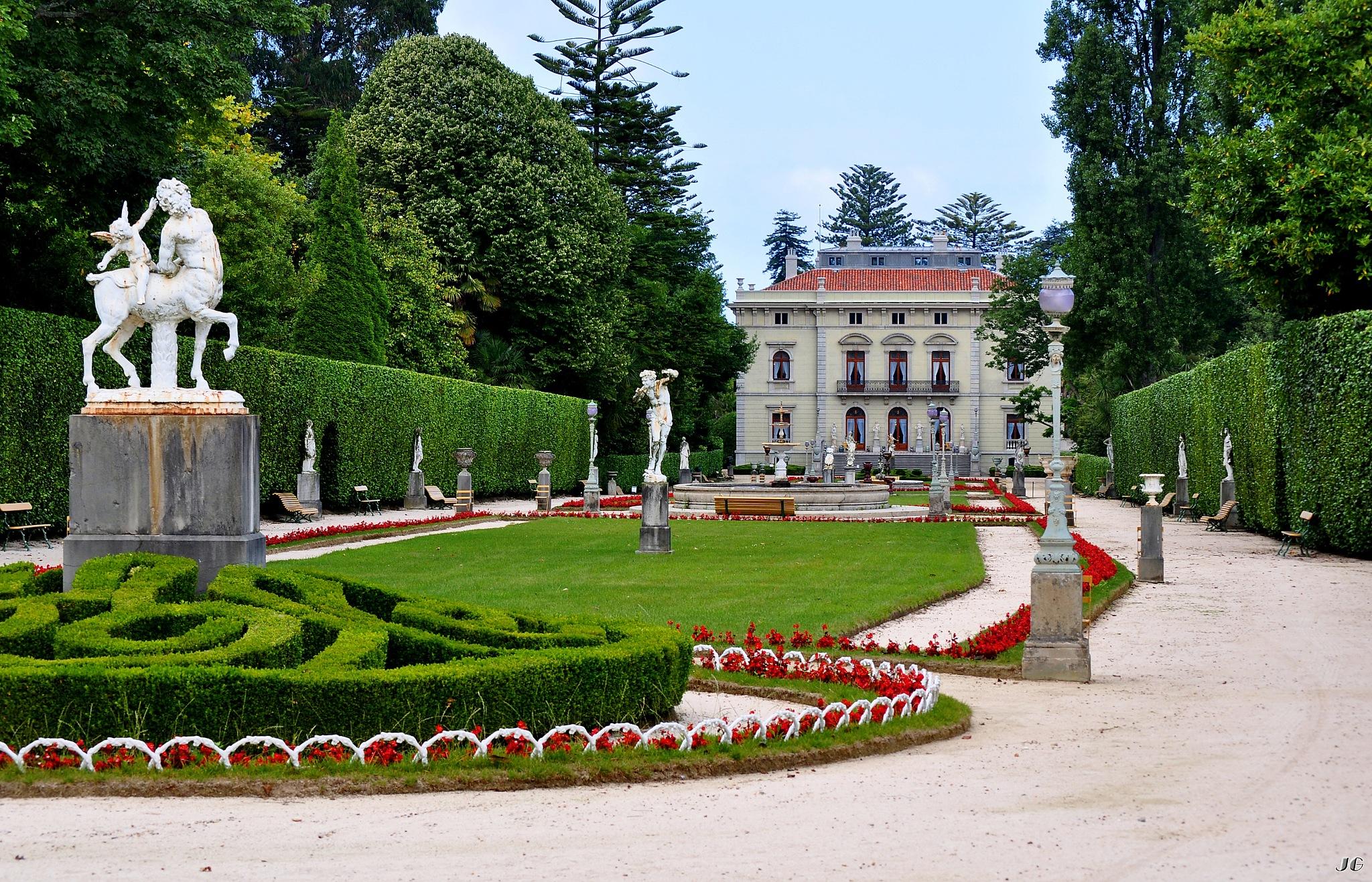 Jardín Francés del Palacio de los Selgas en El Pito by Julio G.González
