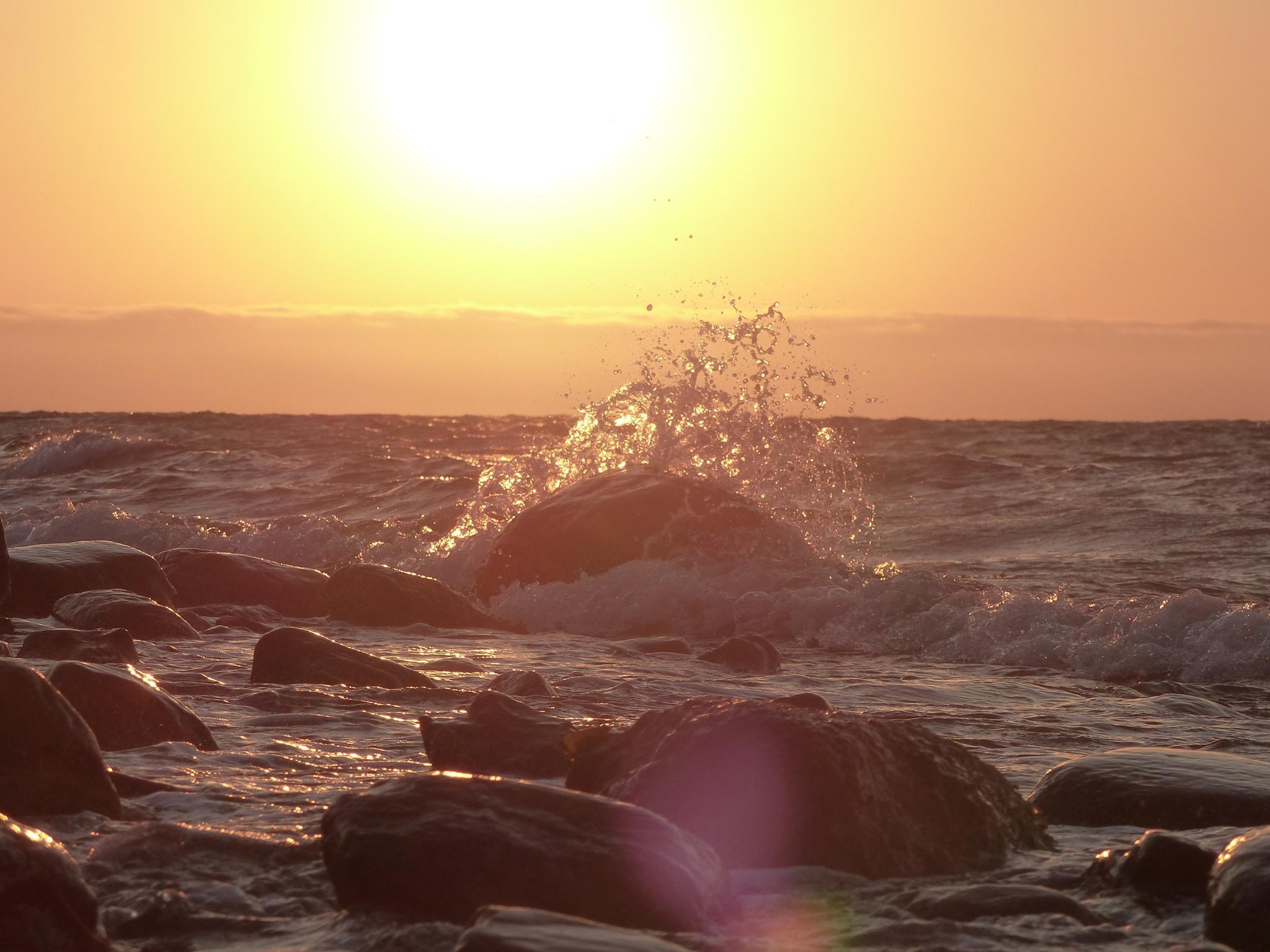 Sunrise on the beach by Lars M.