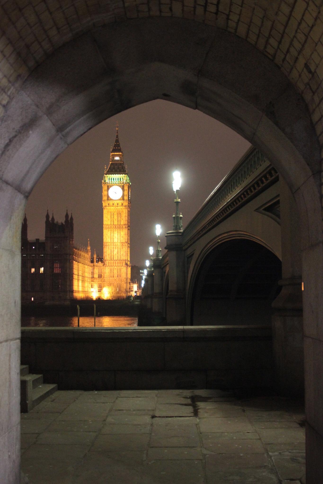 Hide arches of Big Ben by gbensemann