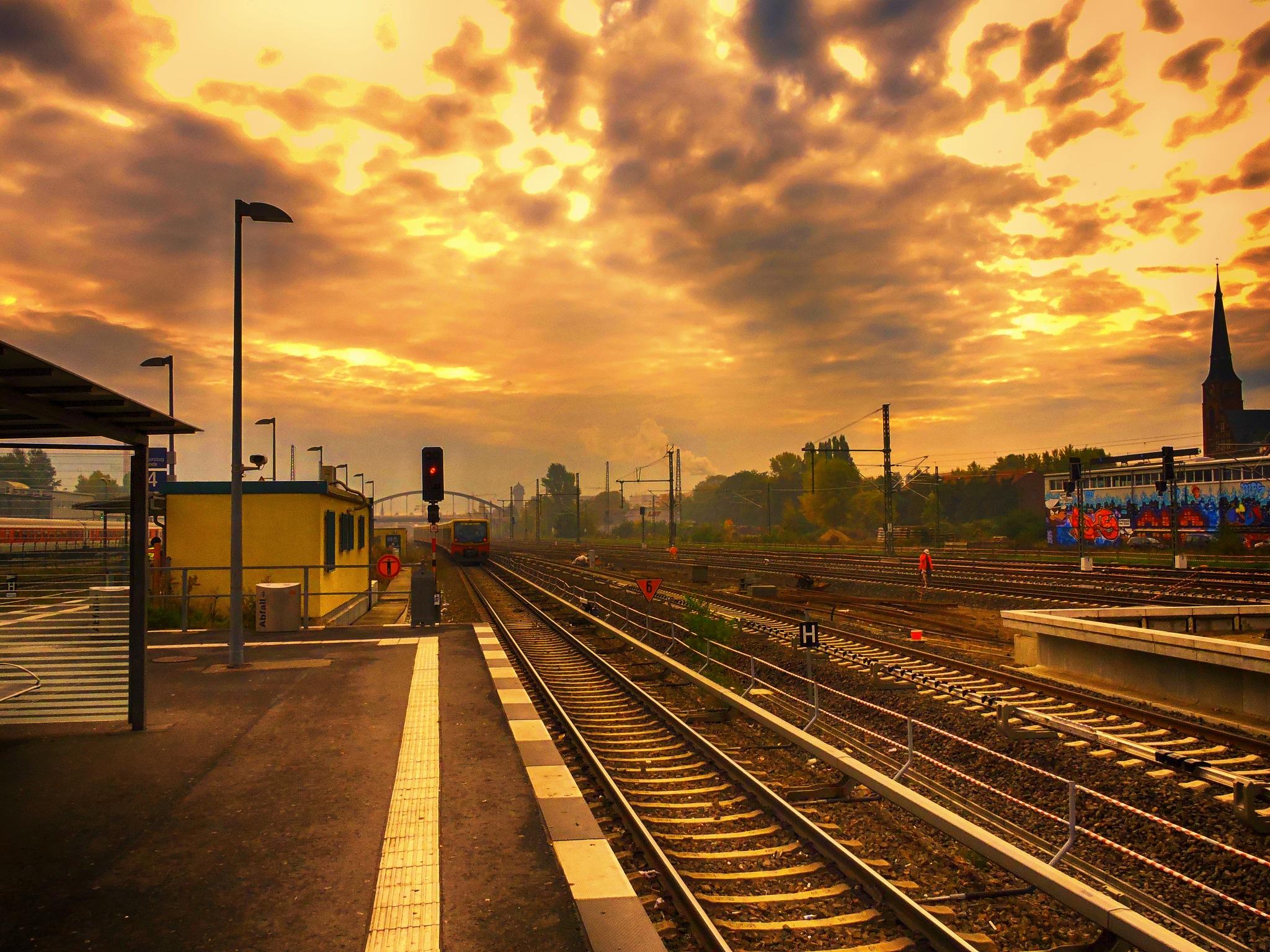 Station Warschauer Straße Berlin by FranklinB