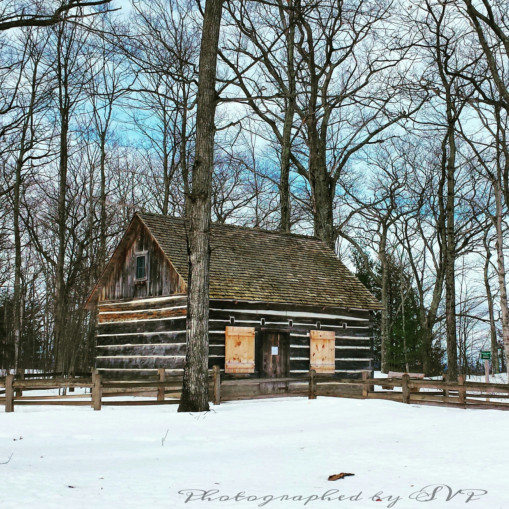Log Cabin photography by Myartsnphotos