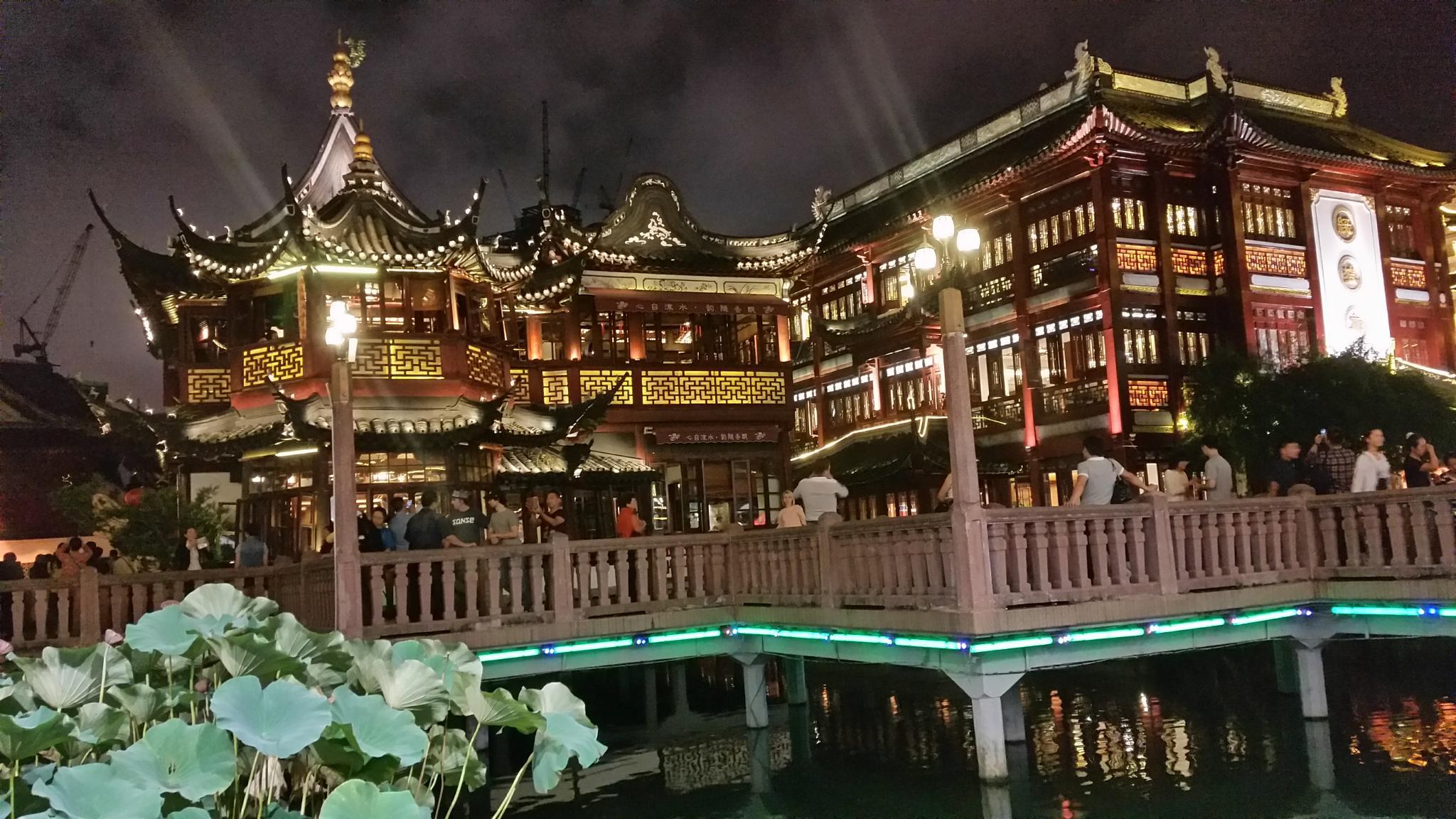 Shanghai Old Town by Frank Bollmann