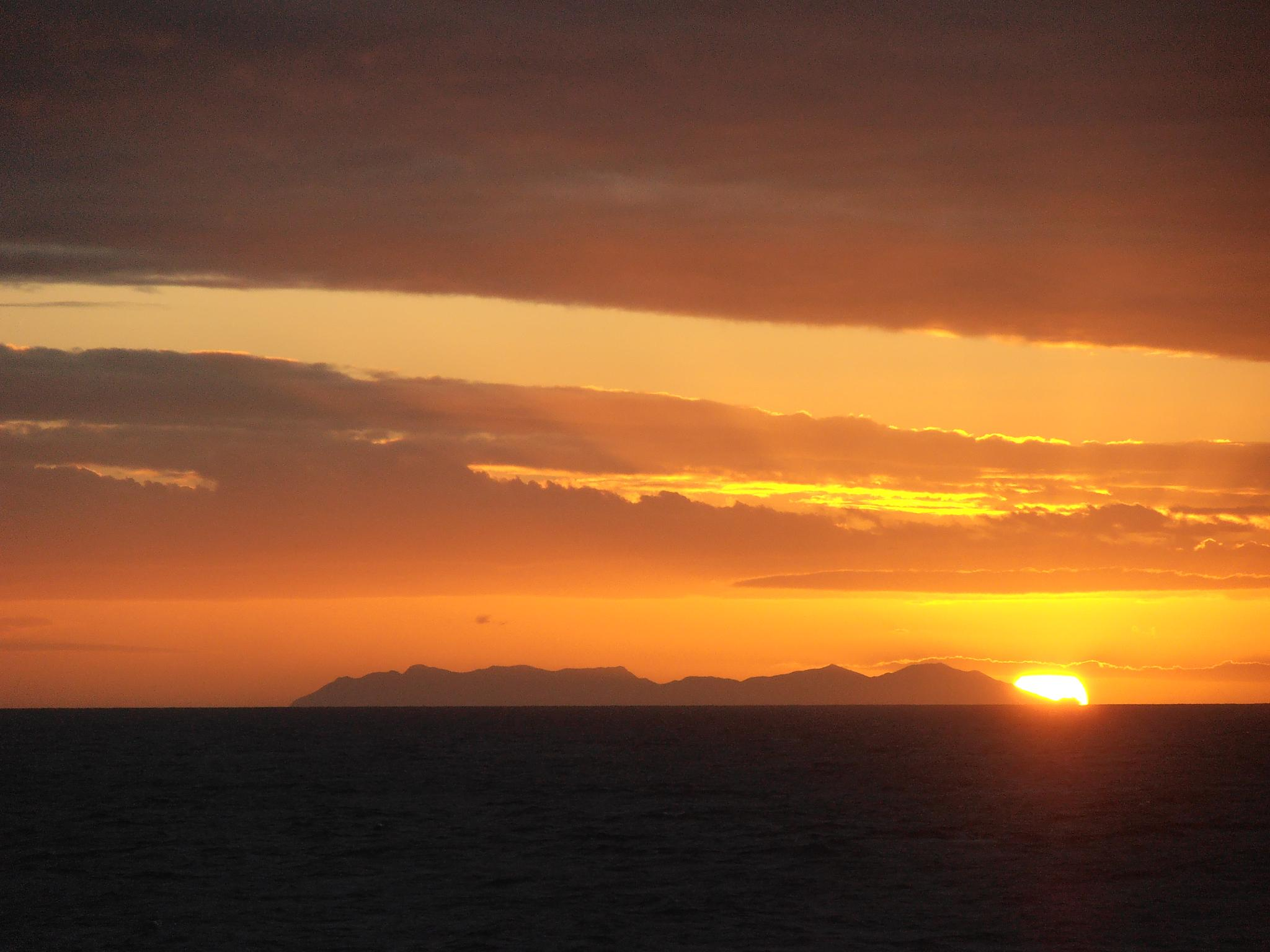 great barrier sunset by pascal.onink