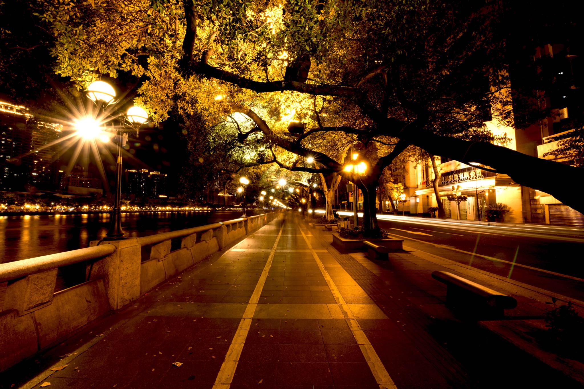 Quite Street by eddylowck