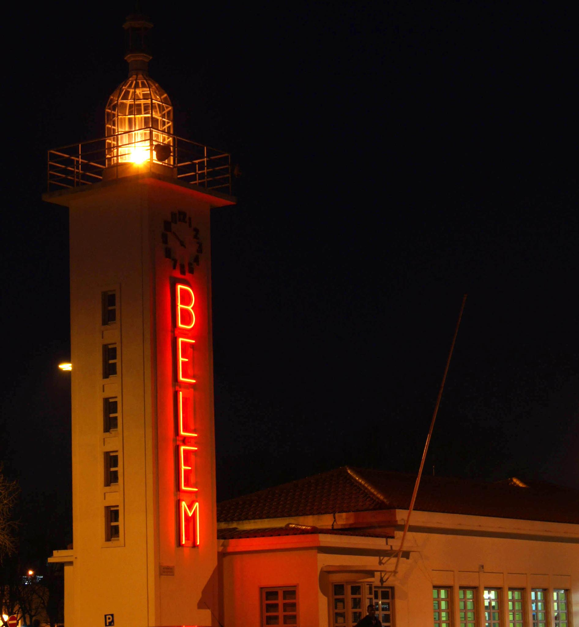 Belém Station Lighthouse by Fernando B