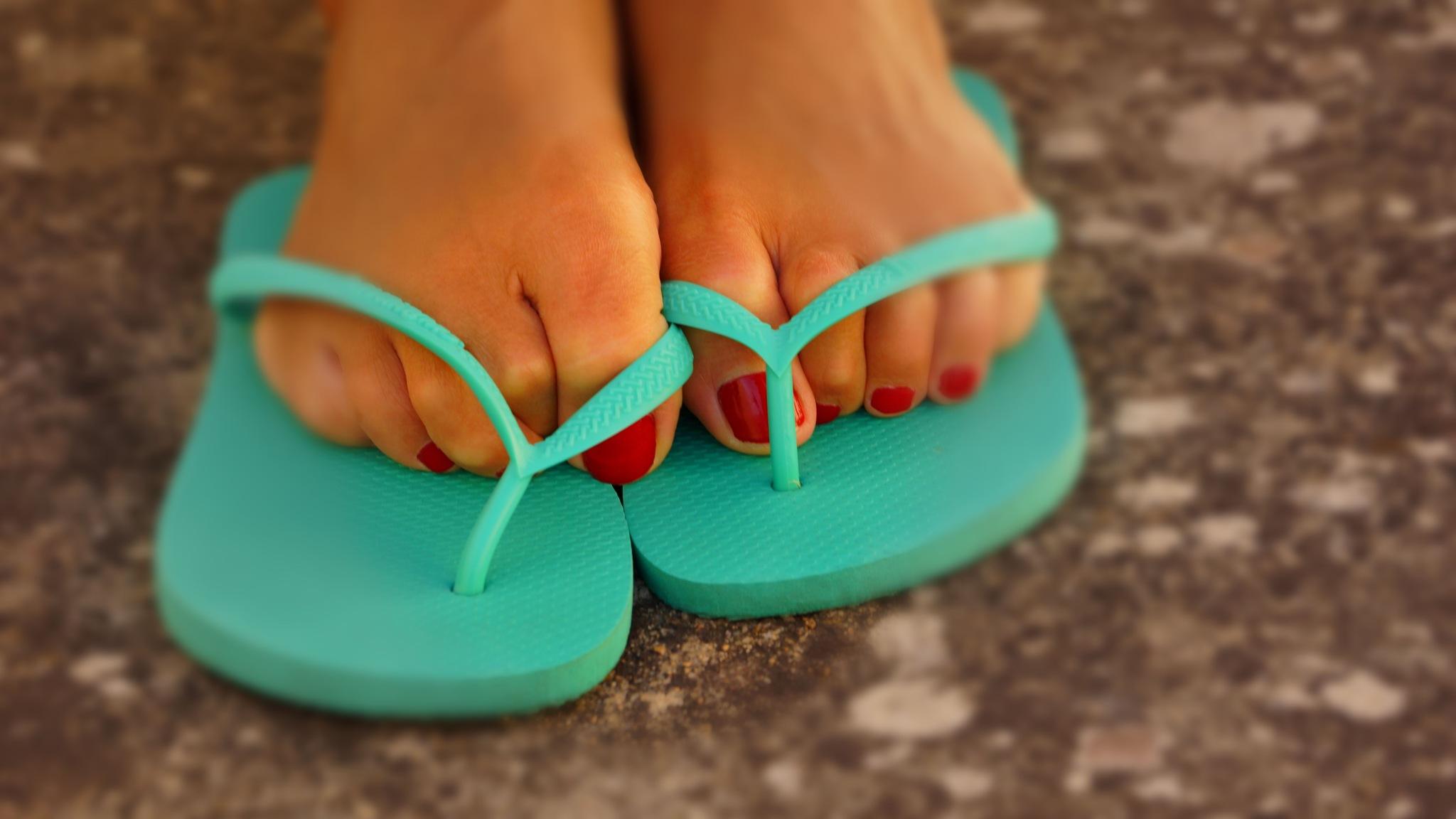 Happy feet by Fernando B