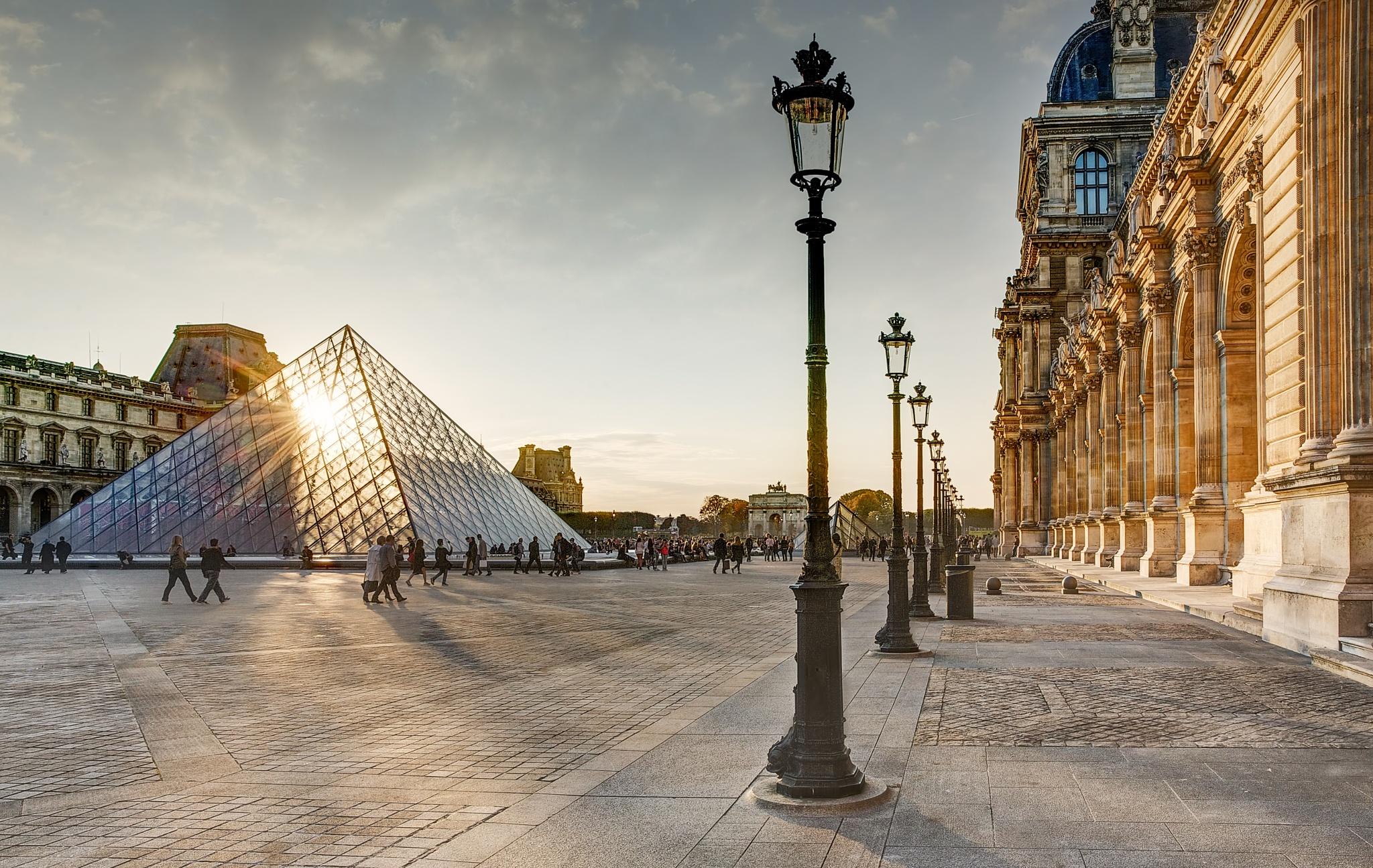 Louvre, Paris by james_nagarbaul