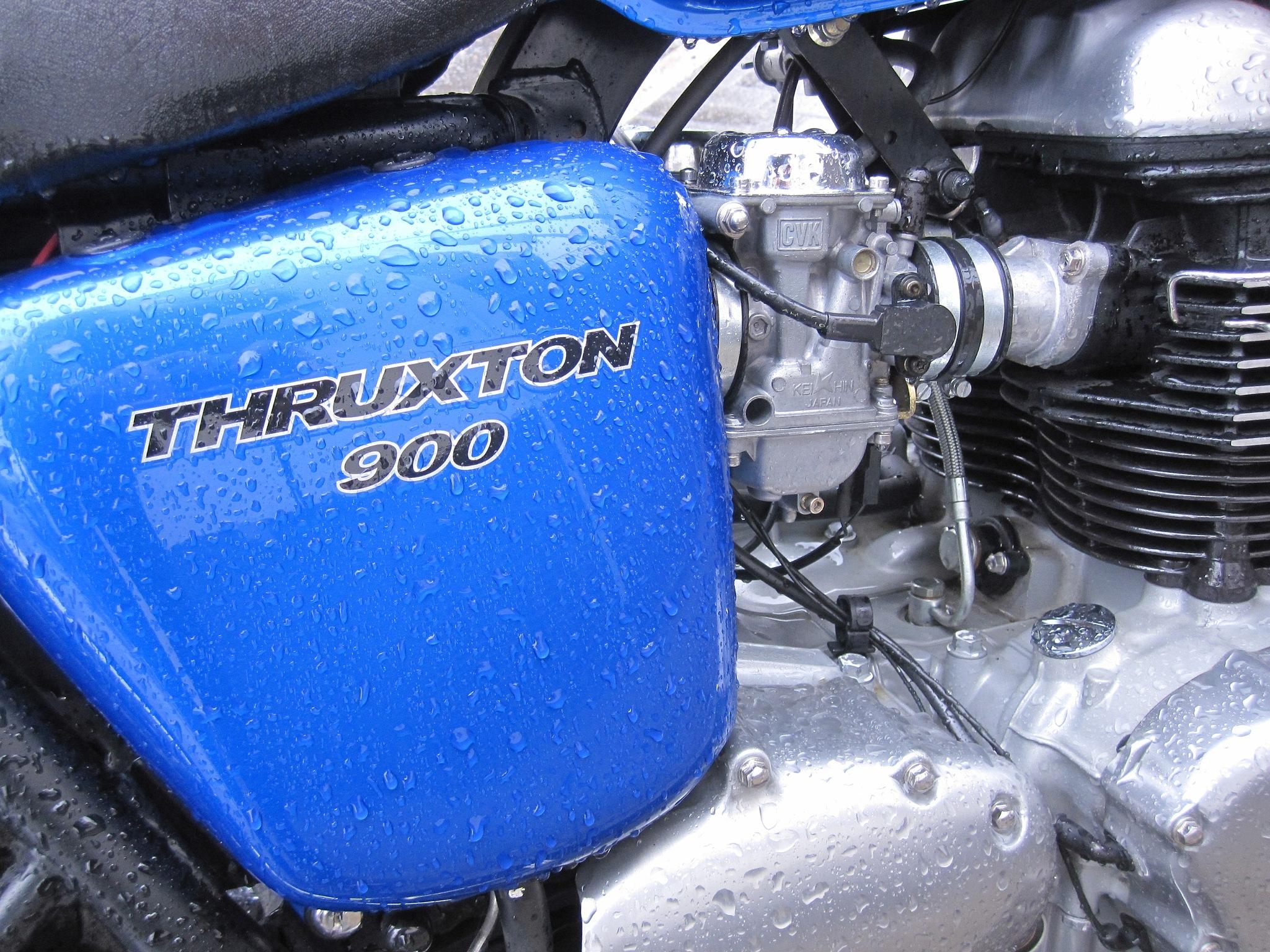 Triumph Thruxton 900 by Mikael Rennerhorn