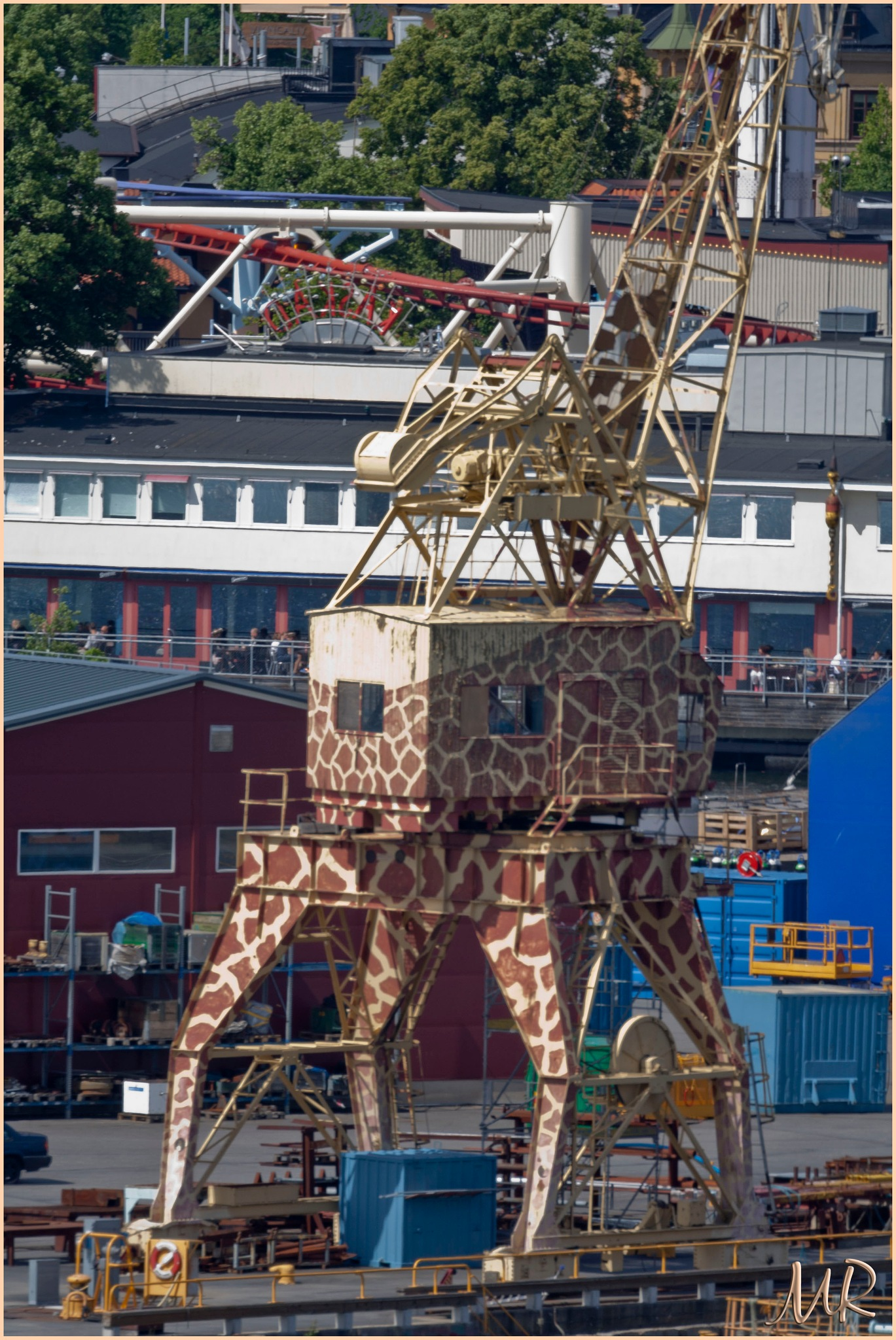 Giraffen by Mikael Rennerhorn