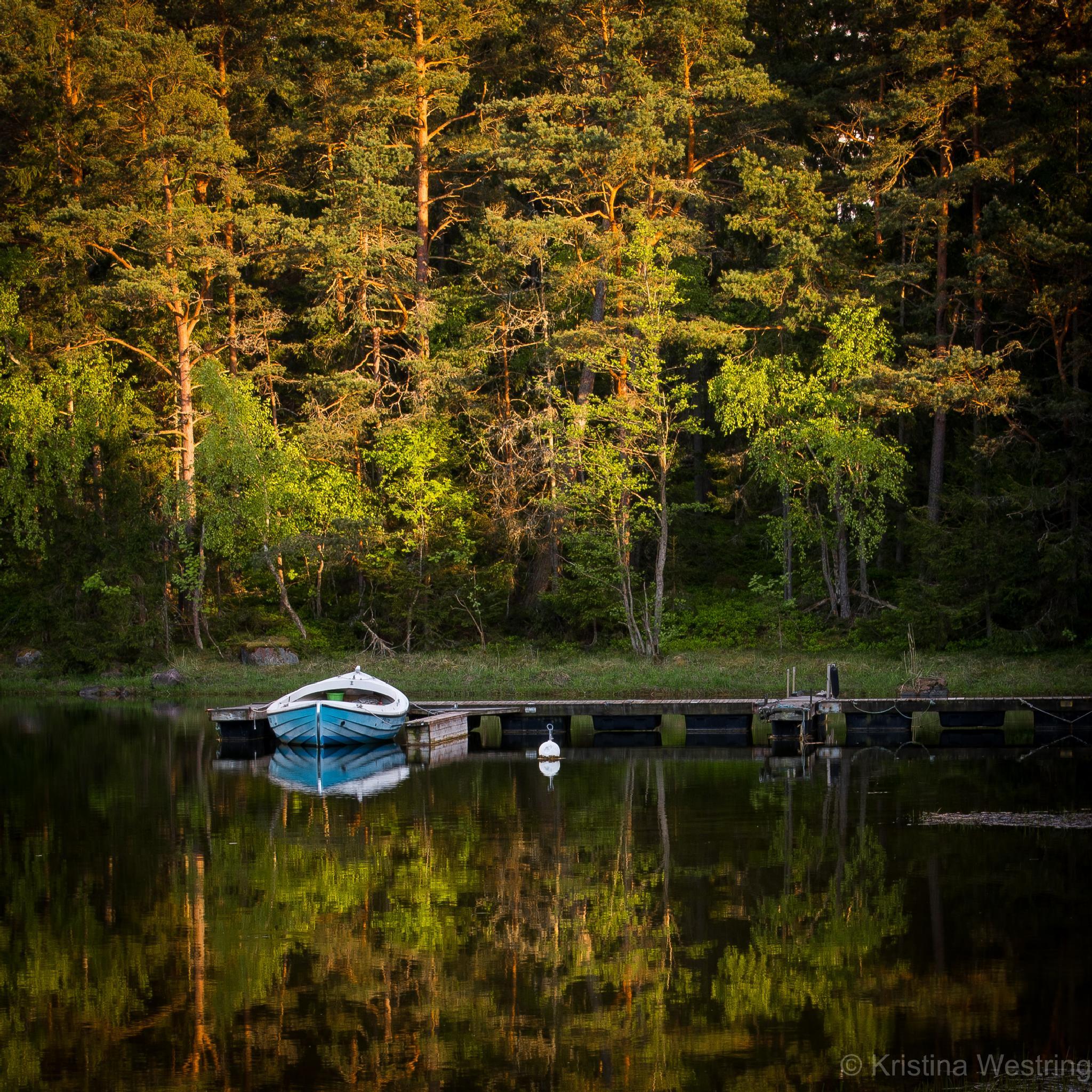 Blue boat by KristinaW
