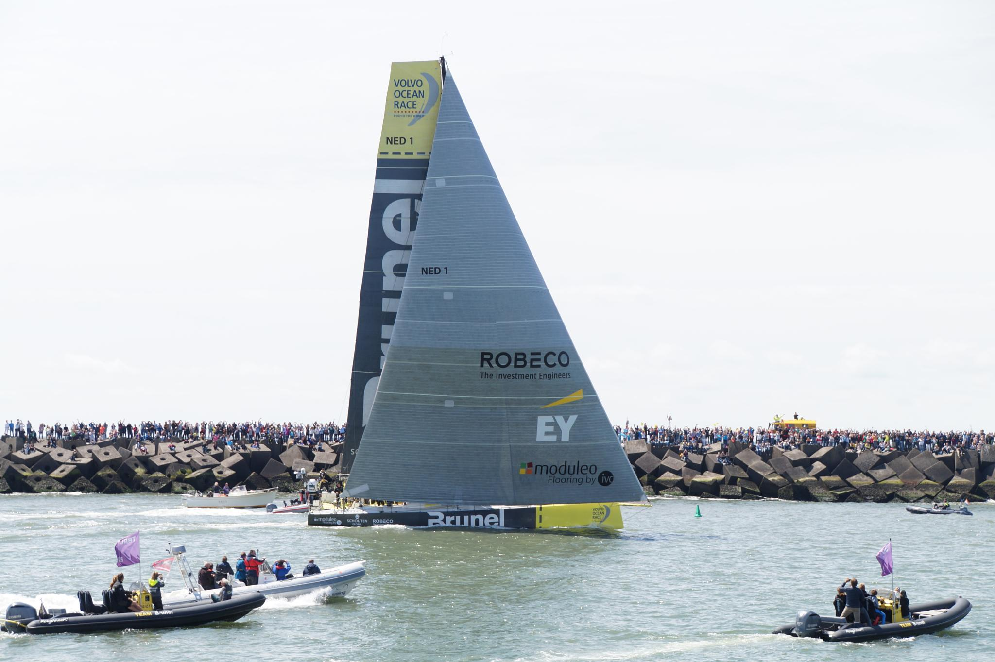 Re-start of Volvo Ocean Race in Scheveningen by Frans van Zaalen