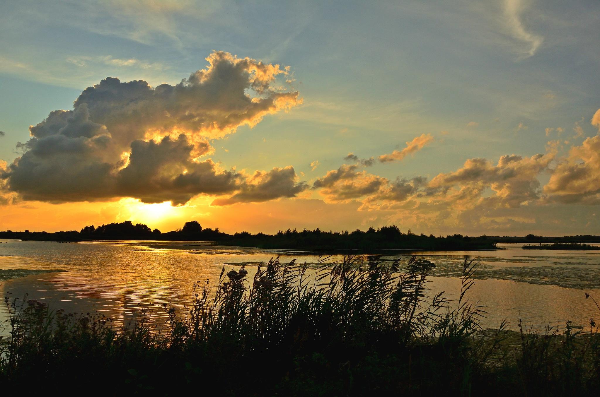 Sunset Zuidlaardermeer  by Henk Meima